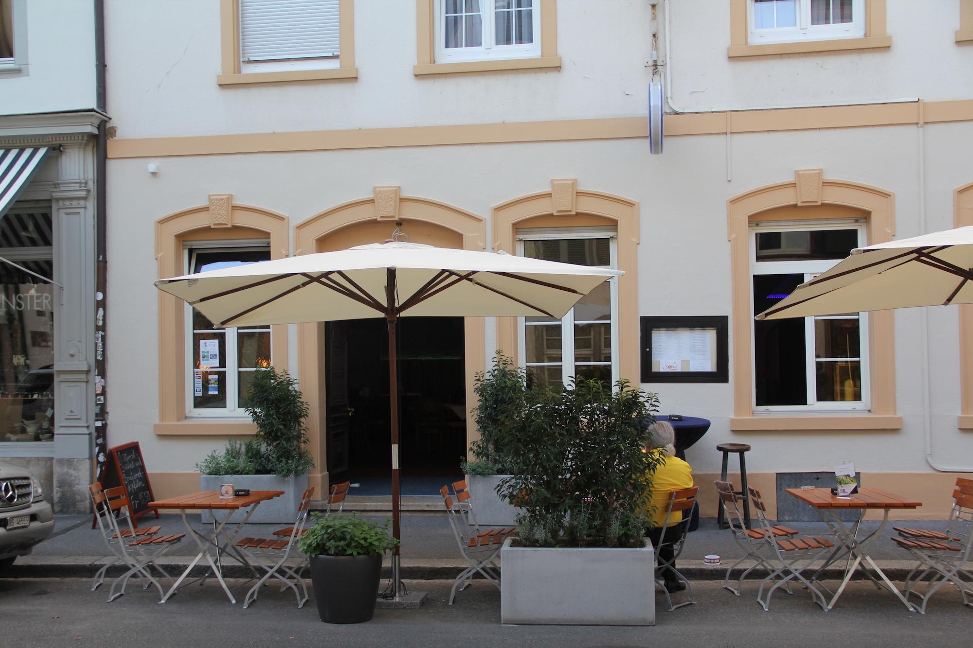 Nun mit Kaisergulasch und wohl bald wieder mit Oktoberfest-Gassenhauern: An der Rheingasse 25 steht erneut ein Wechsel an.