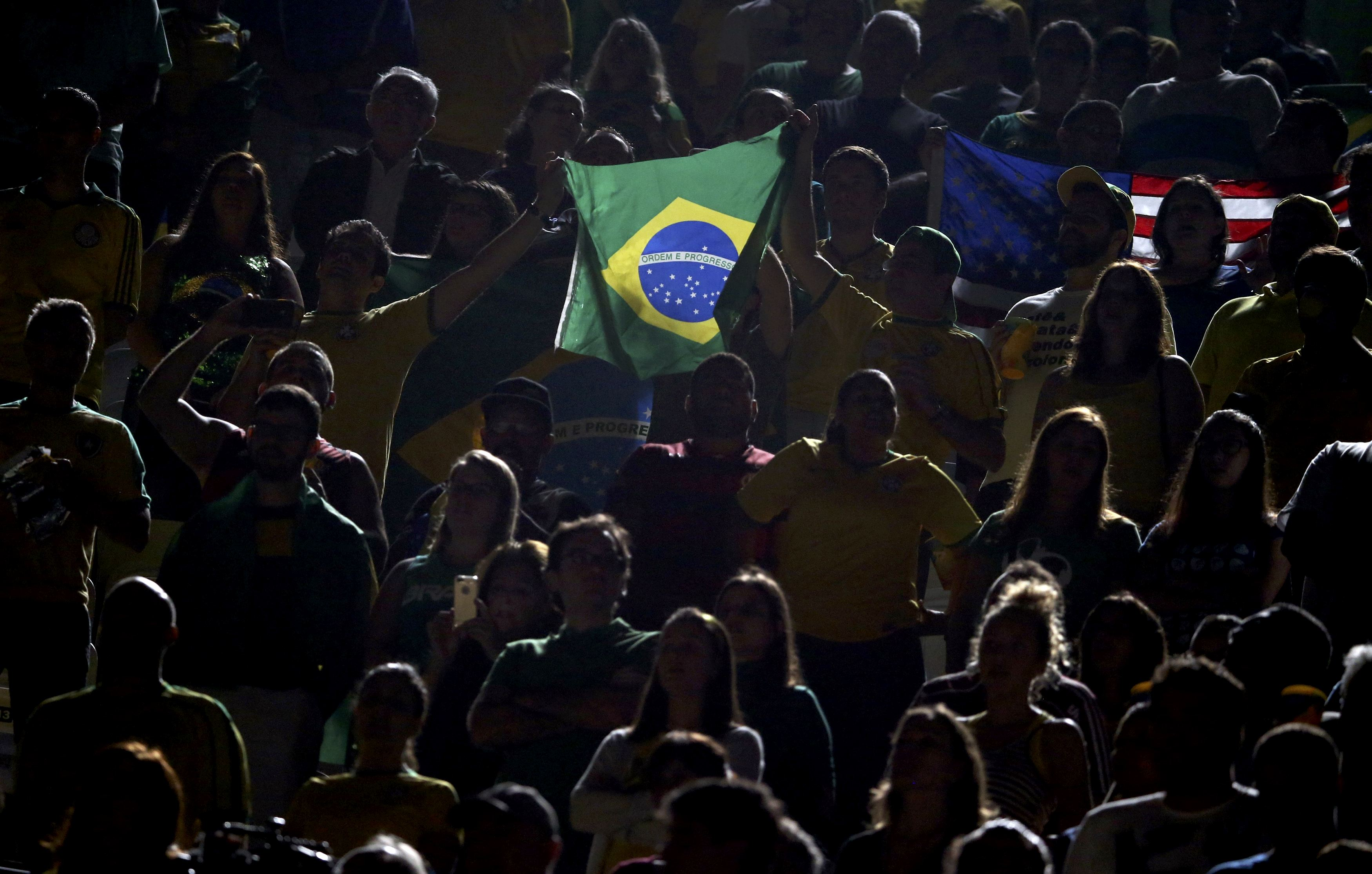 2016 Rio Olympics - Beach Volleyball - Women's Bronze Medal Match - Brazil v USA - Beach Volleyball Arena - Rio de Janeiro, Brazil - 17/08/2016. Brazilian fans hold their national flag. REUTERS/Tony Gentile FOR EDITORIAL USE ONLY. NOT FOR SALE FOR MARKETING OR ADVERTISING CAMPAIGNS.