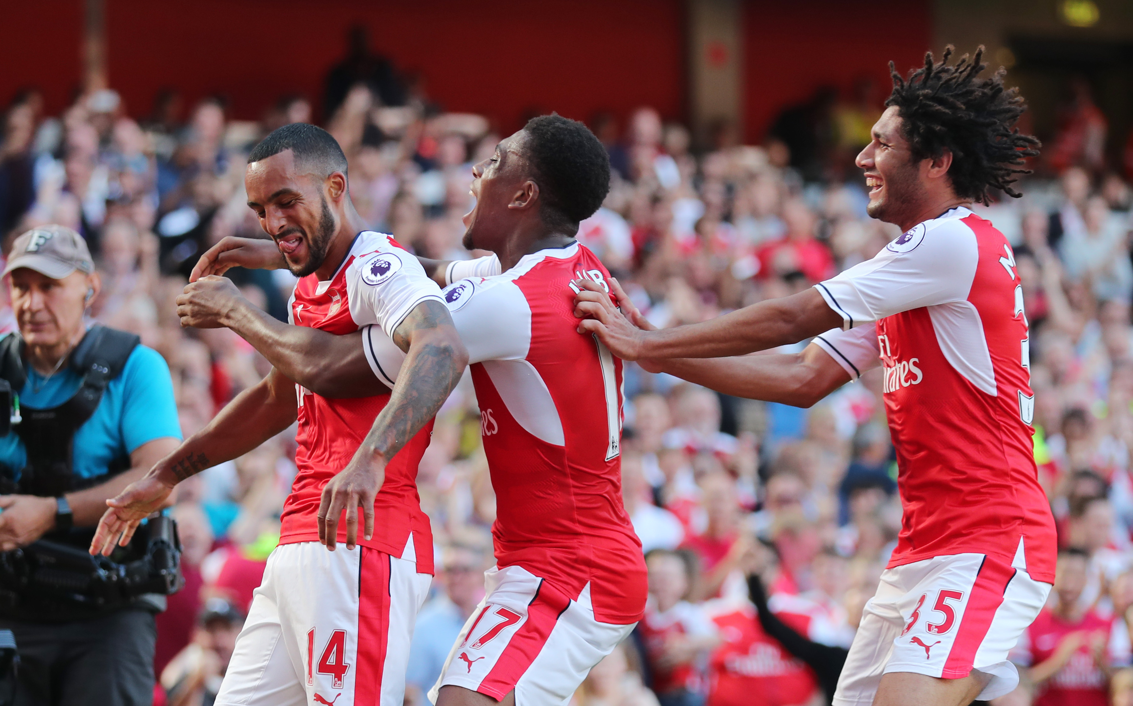 Britain Football Soccer - Arsenal v Liverpool - Premier League - Emirates Stadium - 14/8/16 Arsenal's Theo Walcott celebrates scoring their first goal with teammates Reuters / Eddie Keogh Livepic EDITORIAL USE ONLY. No use with unauthorized audio, video, data, fixture lists, club/league logos or