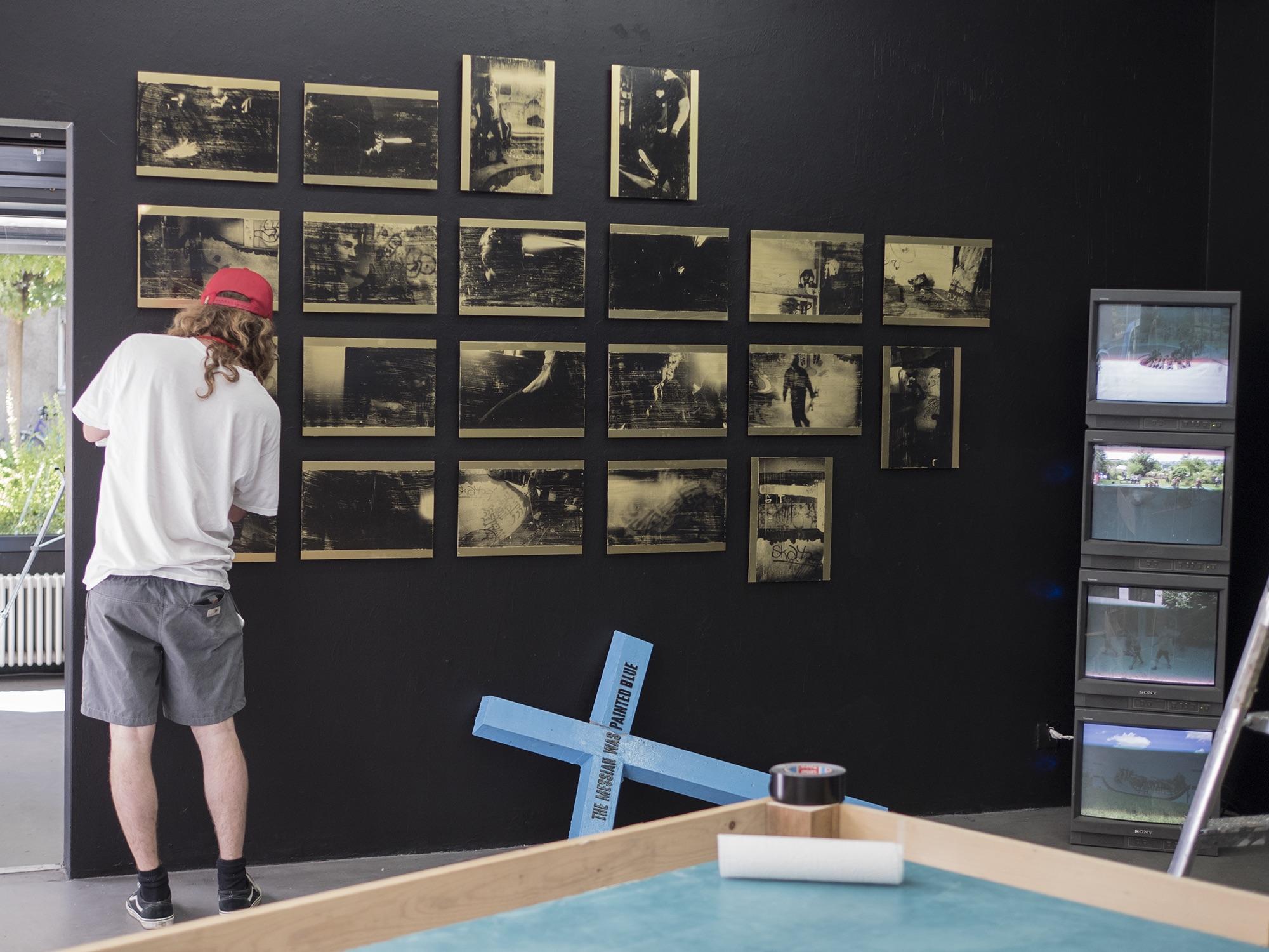 In der Galerie Daeppen gedenkt man der «Bowl» mit einer Ausstellung von fünf Künstlern, die den Skatepark damals miterlebt und -geprägt haben.