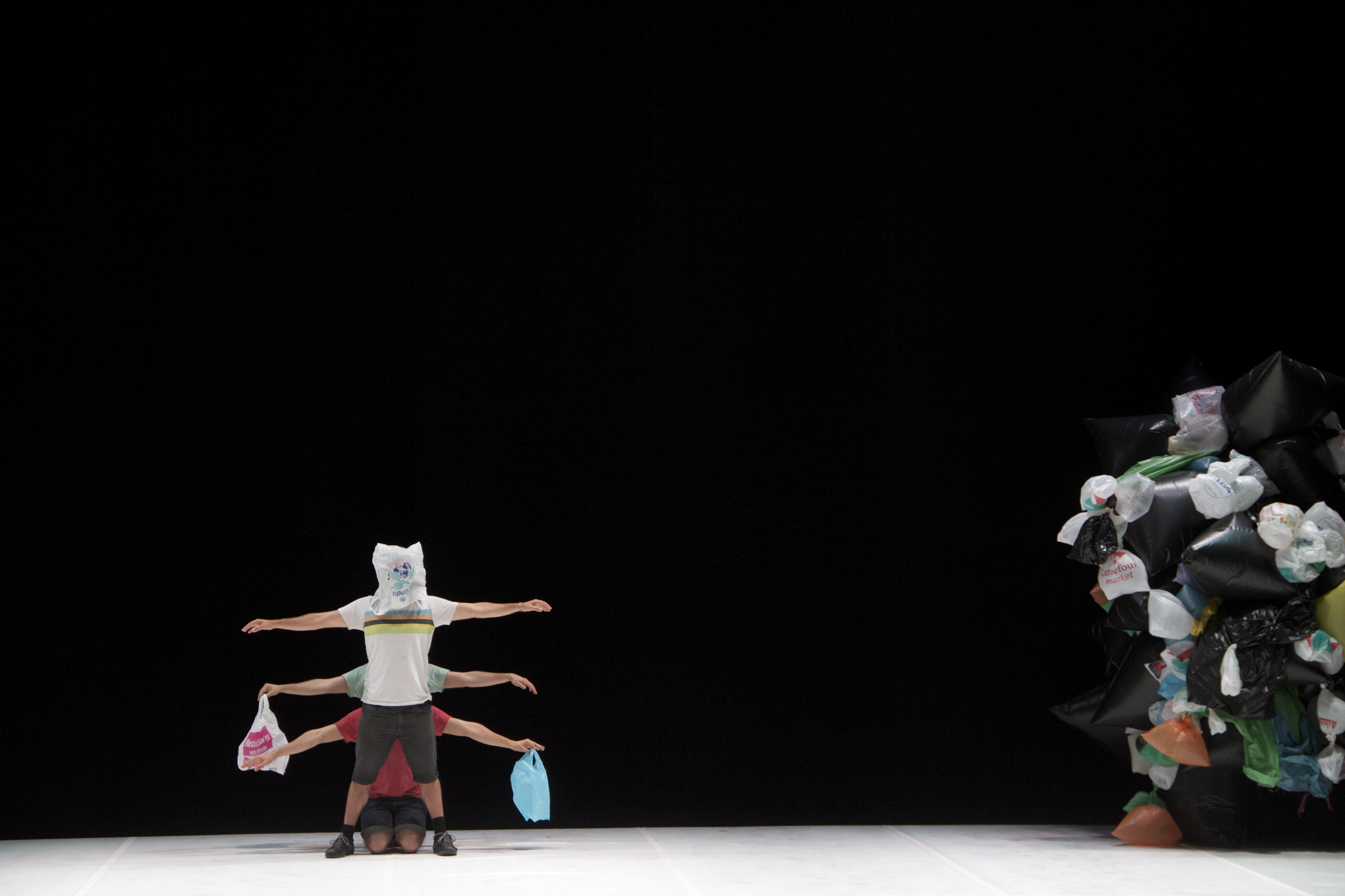 Der Mensch ist ein merkwürdiges Wesen – das zeigt die spanische Performancegruppe «El Conde de Torrefiel».