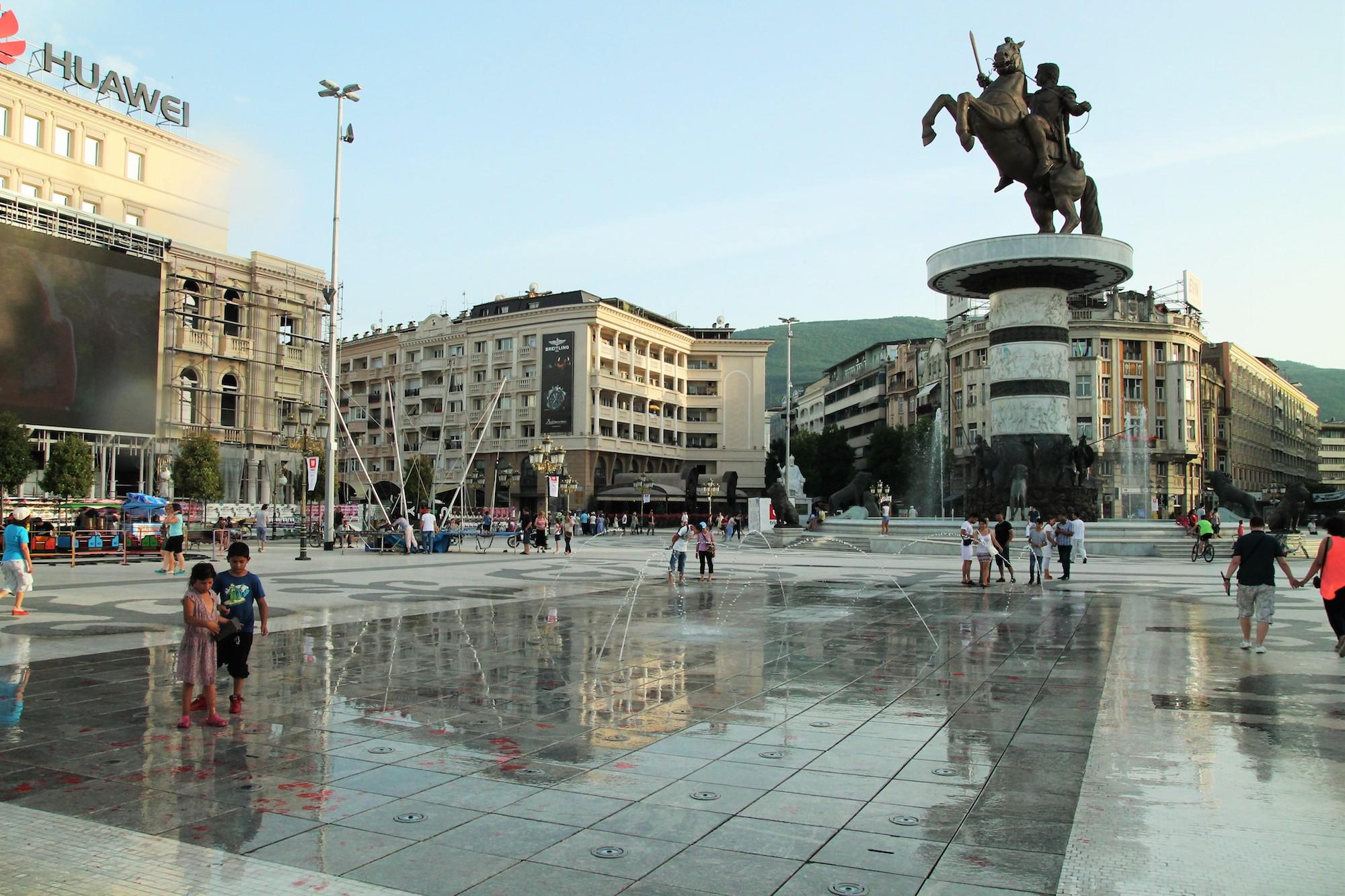 Alexander der Grosse auf dem Hauptplatz Skopjes: Das ideologische Fundament des ganzen Umbaus sitzt auf hohem Ross.
