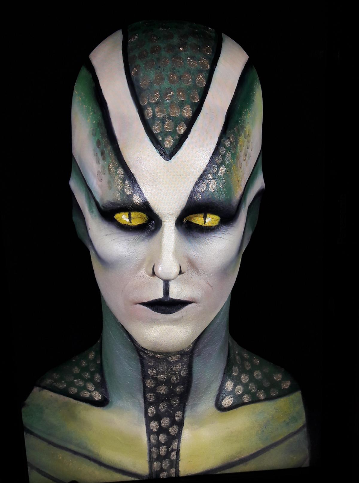 Eine unheimliche Erscheinung: Die menschliche Schlange im Nimmerland-Space.