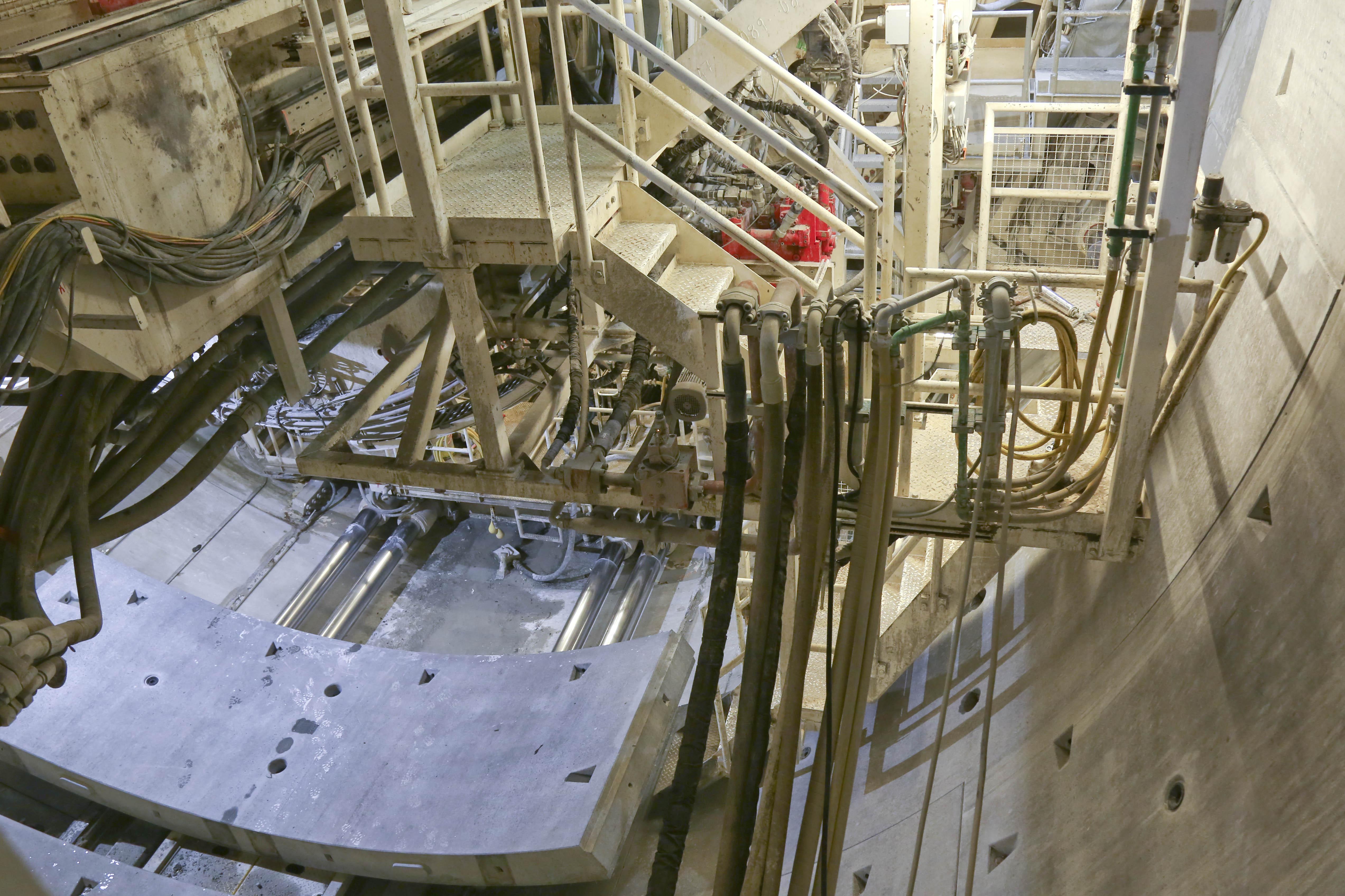 Blick auf die Rückseite der Tunnelbohrmaschine – die grösste, die je in der Schweiz im Einsatz stand.