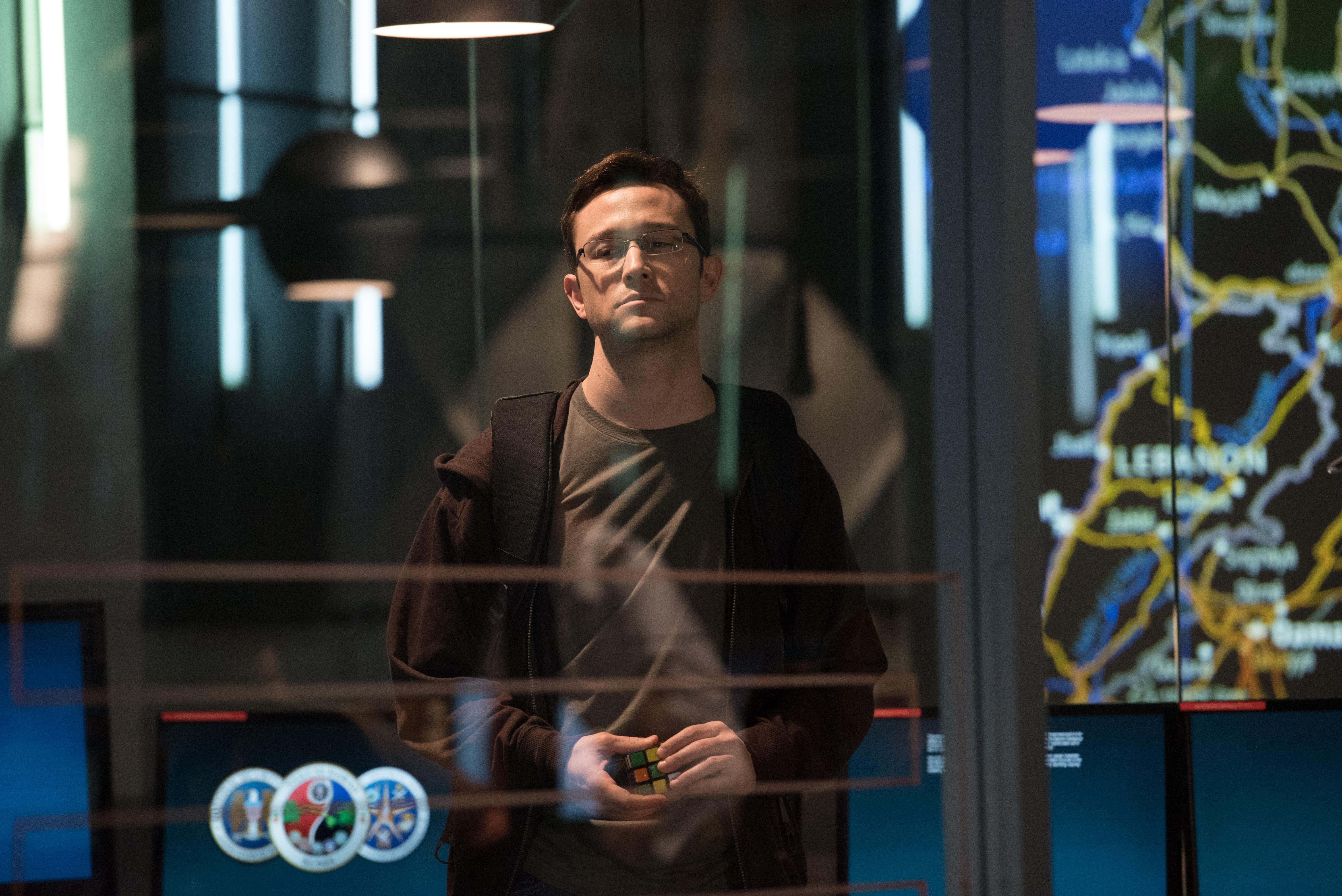 Edward Snowden (Joseph Gordon-Levitt) bei der NSA: Von hier schmuggelt er im Film die Geheimnisse raus.