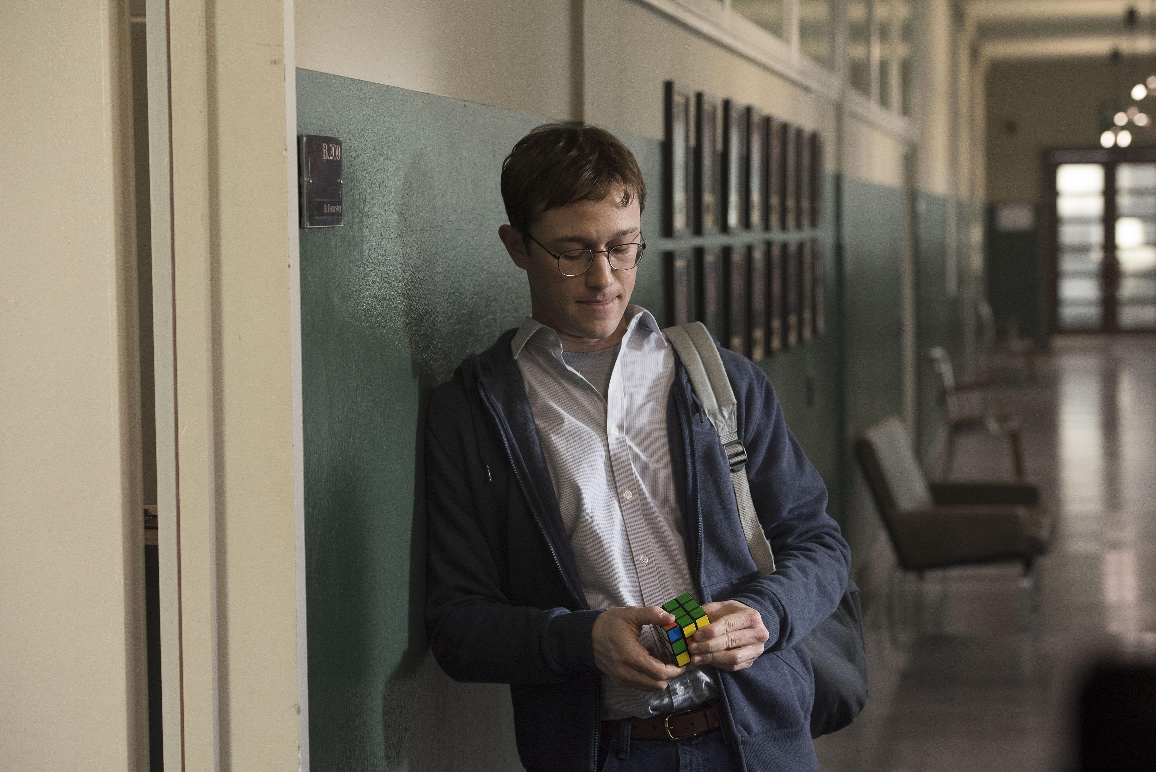Ein Einzelgänger, der einiges in Bewegung brachte: Edward Snowden (Joseph Gordon-Levitt) an seinem ersten Tag bei der NSA.