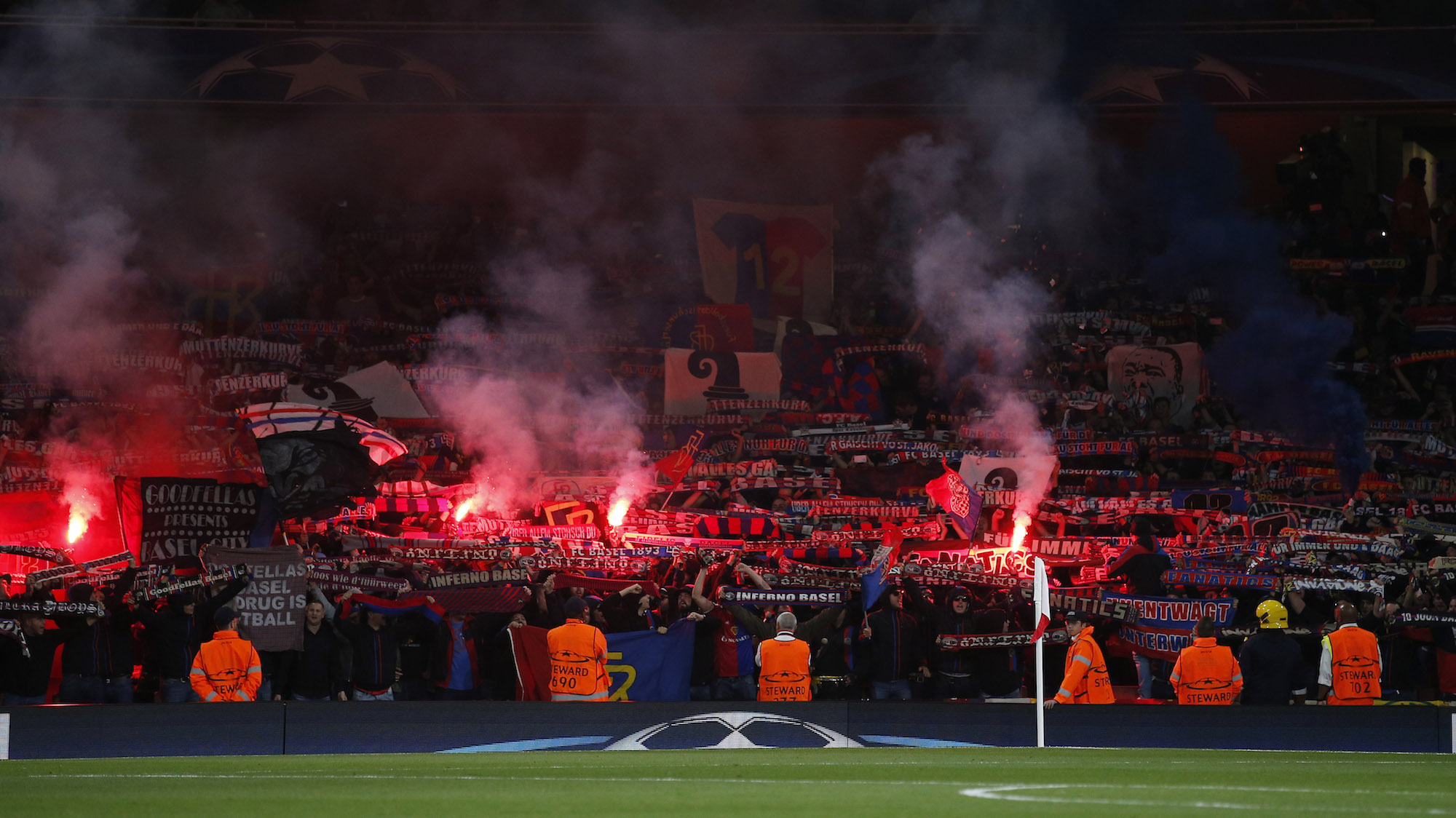 Britain Soccer Football - Arsenal v FC Basel - UEFA Champions League Group Stage - Group A - Emirates Stadium, London, England - 28/9/16 FC Basel fans with flares Action Images via Reuters / Andrew Couldridge Livepic EDITORIAL USE ONLY.