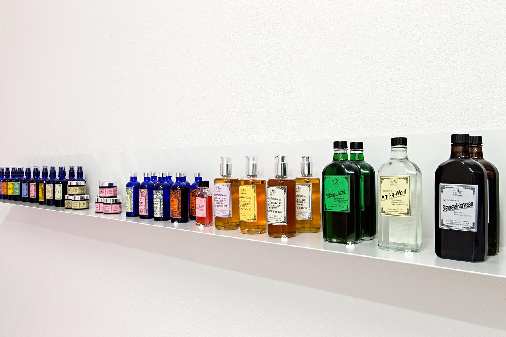 Apothekerflasche gefällig? Produkte von Apomanum.