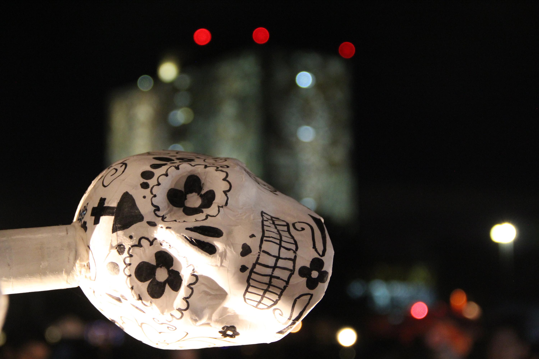 Wie Studierende den «Día de los Muertos»: Pappmaché-Schädel gehören zu den prächtigen Altären auf dem Uni- Campus der UNAM. Jedes Jahr gibt's ein anderes Thema.