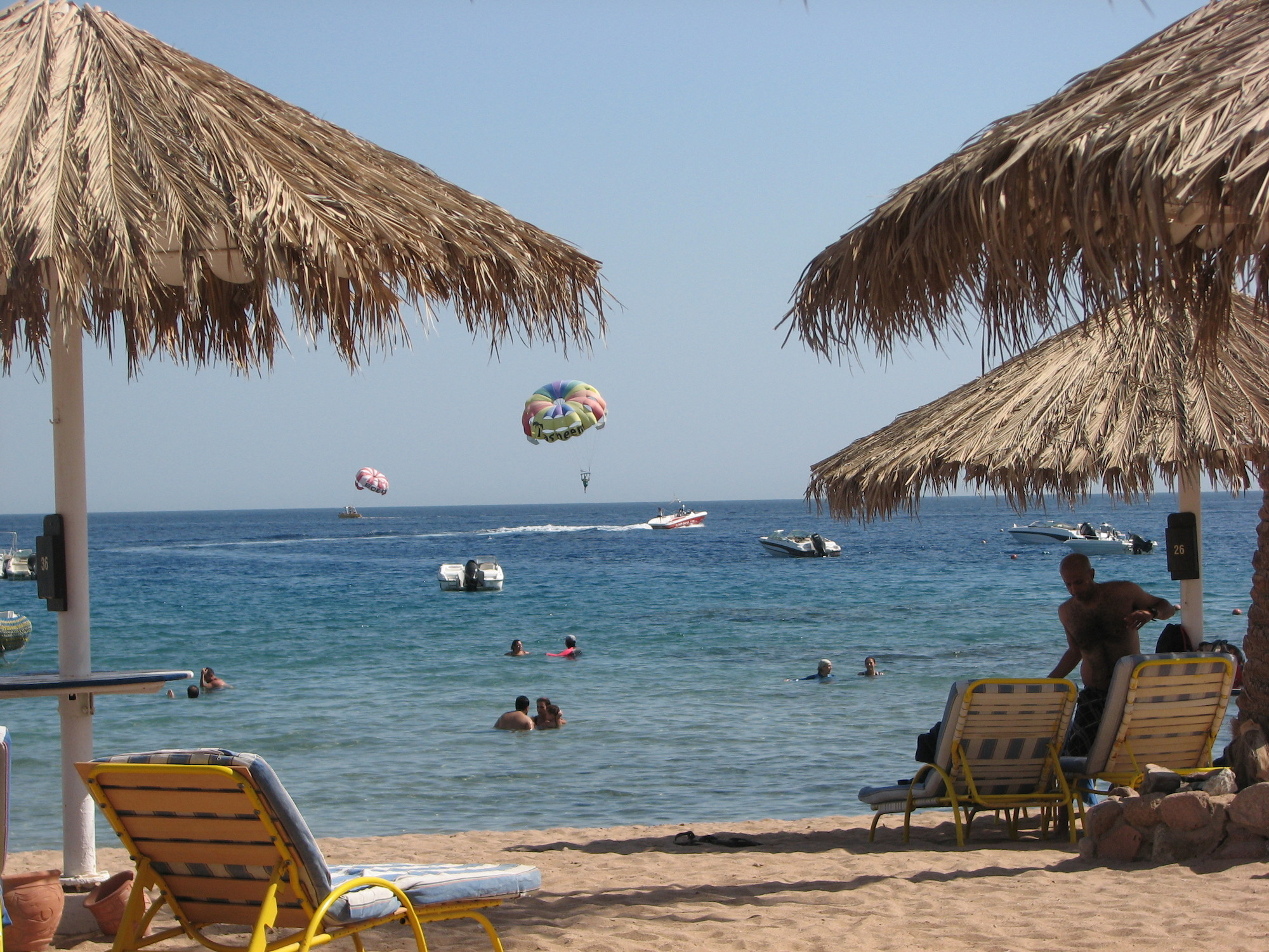 Sharm el-Sheikh von seiner schönsten Seite: Luft 30 Grad, Wasser 27, leichte Brise.