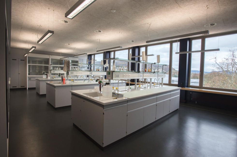 Nein, das ist nicht ein Novartis-Labor, sondern das neue des Gymnasiums Bäumlihof. Mehr Bilder vom Umbau gibts hier.