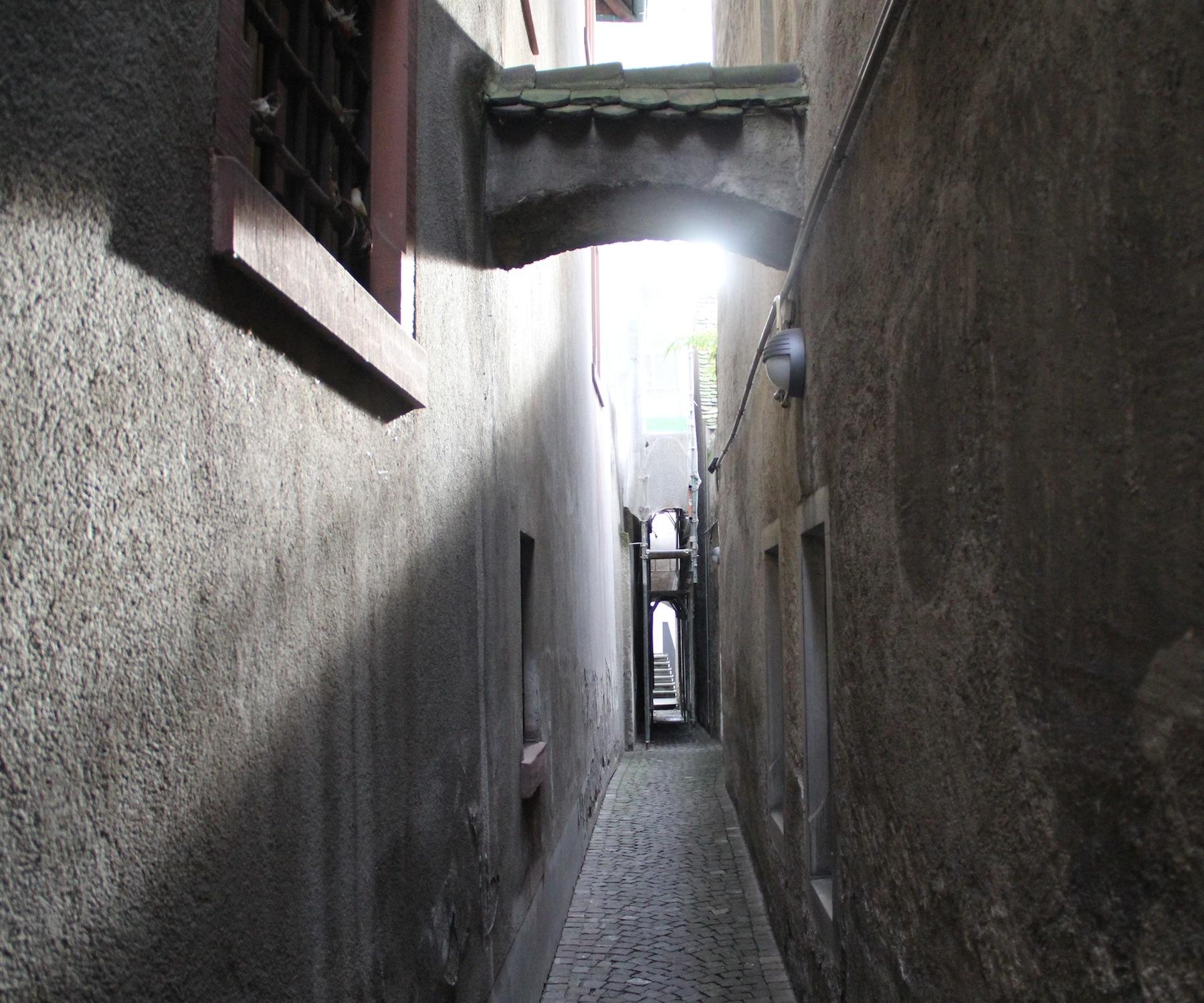 Ob es wirklich einmal «Fyrgässli» genannt wurde, bleibt im Dunkeln: Über den schmalen Weg bei der Martinsgasse gibt es kaum Informationen.