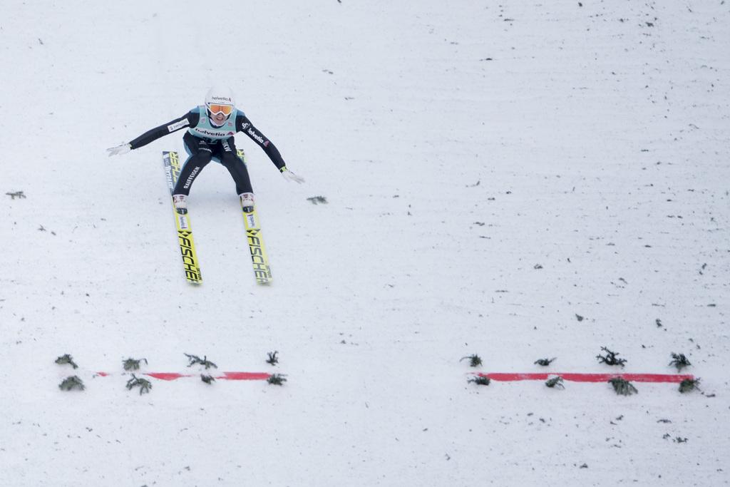 Simon Ammann from Switzerland in action at the men's FIS World Cup Ski Jumping at the Titlisschanze in Engelberg, Switzerland, Sunday, 18 December 2016. (KEYSTONE/Urs Flueeler)