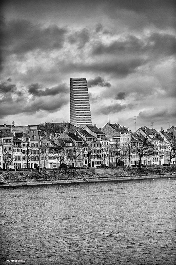 «Man drückt die Leute nach unten», findet Pino Bertelli im Hinblick auf die Beschaffenheit der Wohnungen. Gleichzeitig schiessen die Städte in die Höhe.