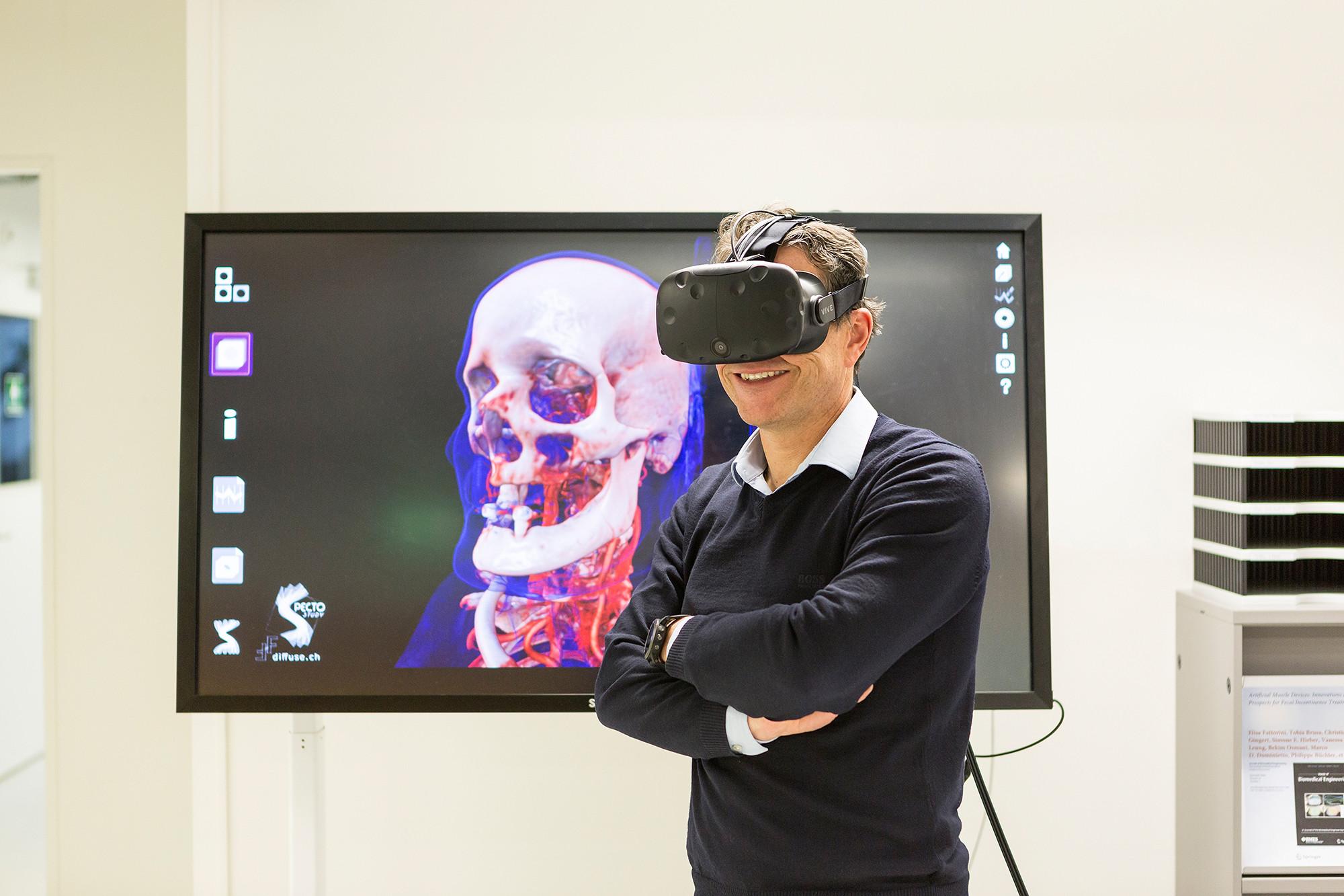 Wie Mediziner der Uni Basel sich in der virtuellen Realität durch ...