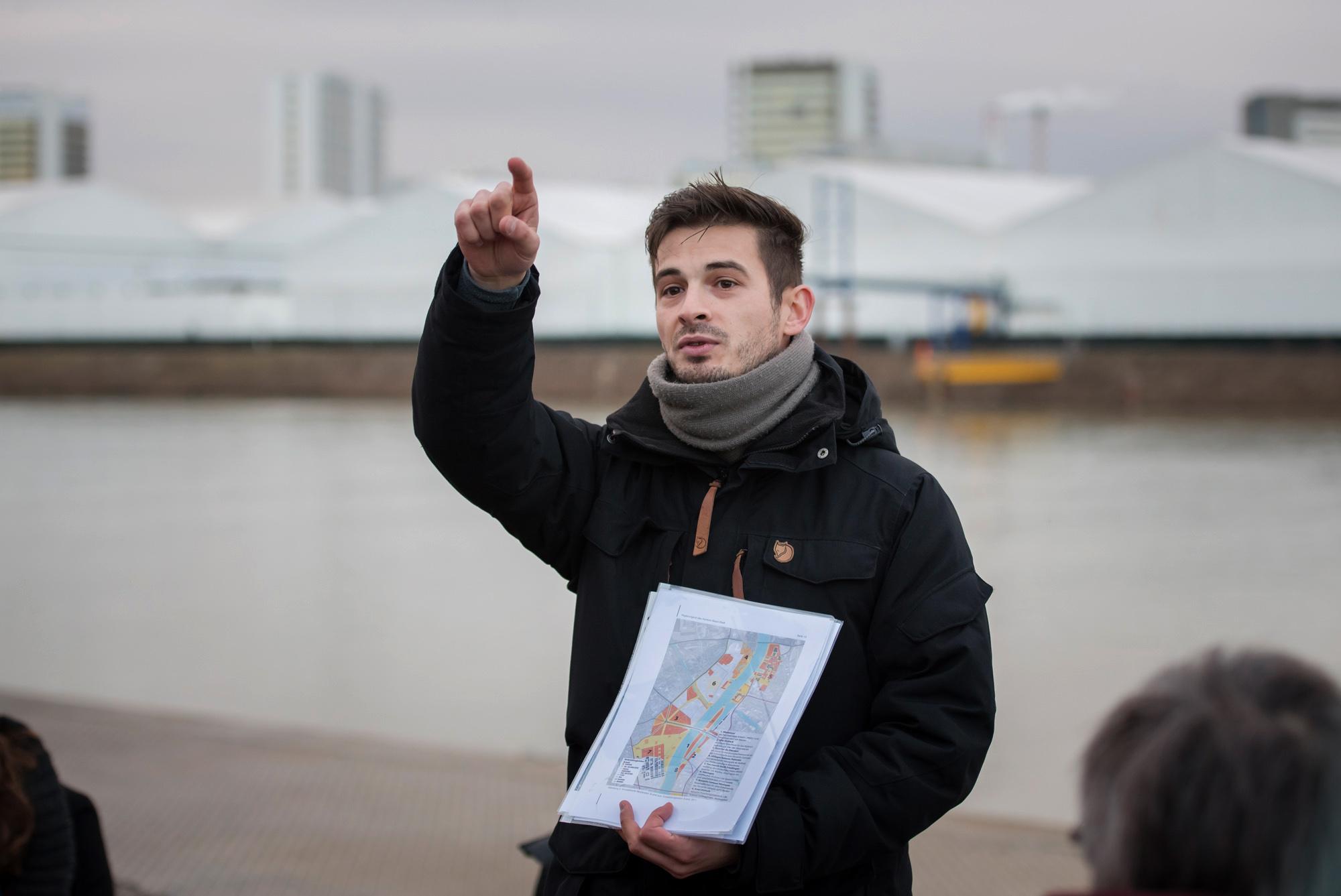 Reto Bürgin zeigt eine «Entwicklungsvision» des Projektes «3Land», die für Widerstände aus der Bevölkerung gesorgt hat.