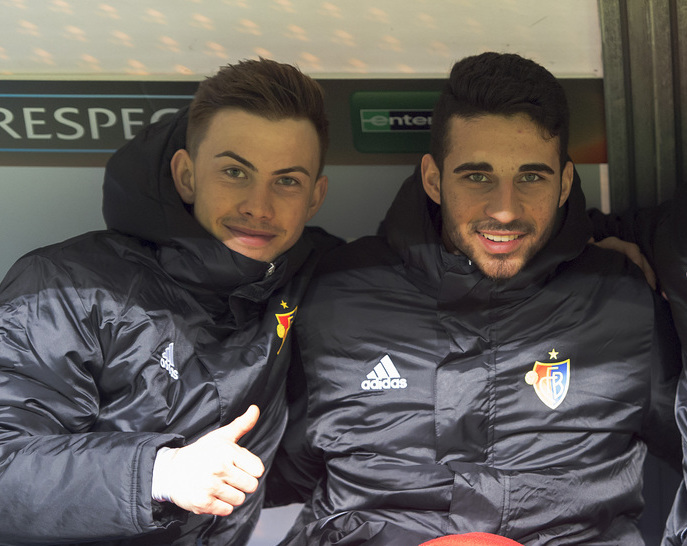 Basel's Robin Marc Huser, Eray Cuemart and Adonis Ajeti, from left, on the substitution bench during the UEFA Europa League group I group stage matchday 6 soccer match between Poland's KKS Lech Poznan and Switzerland's FC Basel 1893 at the Inea Stadium in Poznan, Poland, on Thursday, December 10, 2015. (KEYSTONE/Georgios Kefalas)