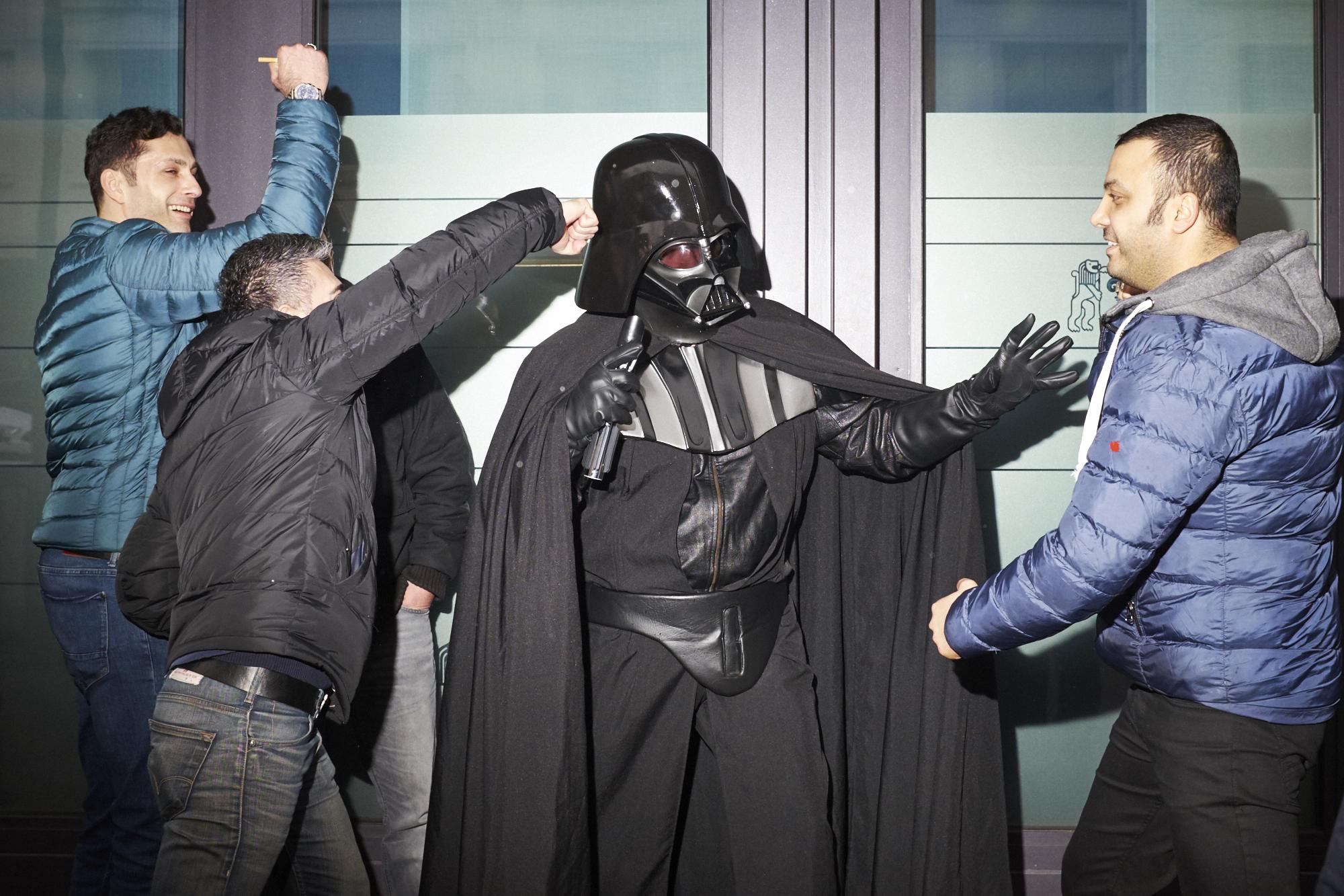 Und wir dachten schon, Darth Vader sei Uber-Fahrer. Aber es war dann doch nur ein verkleideter Kollege.