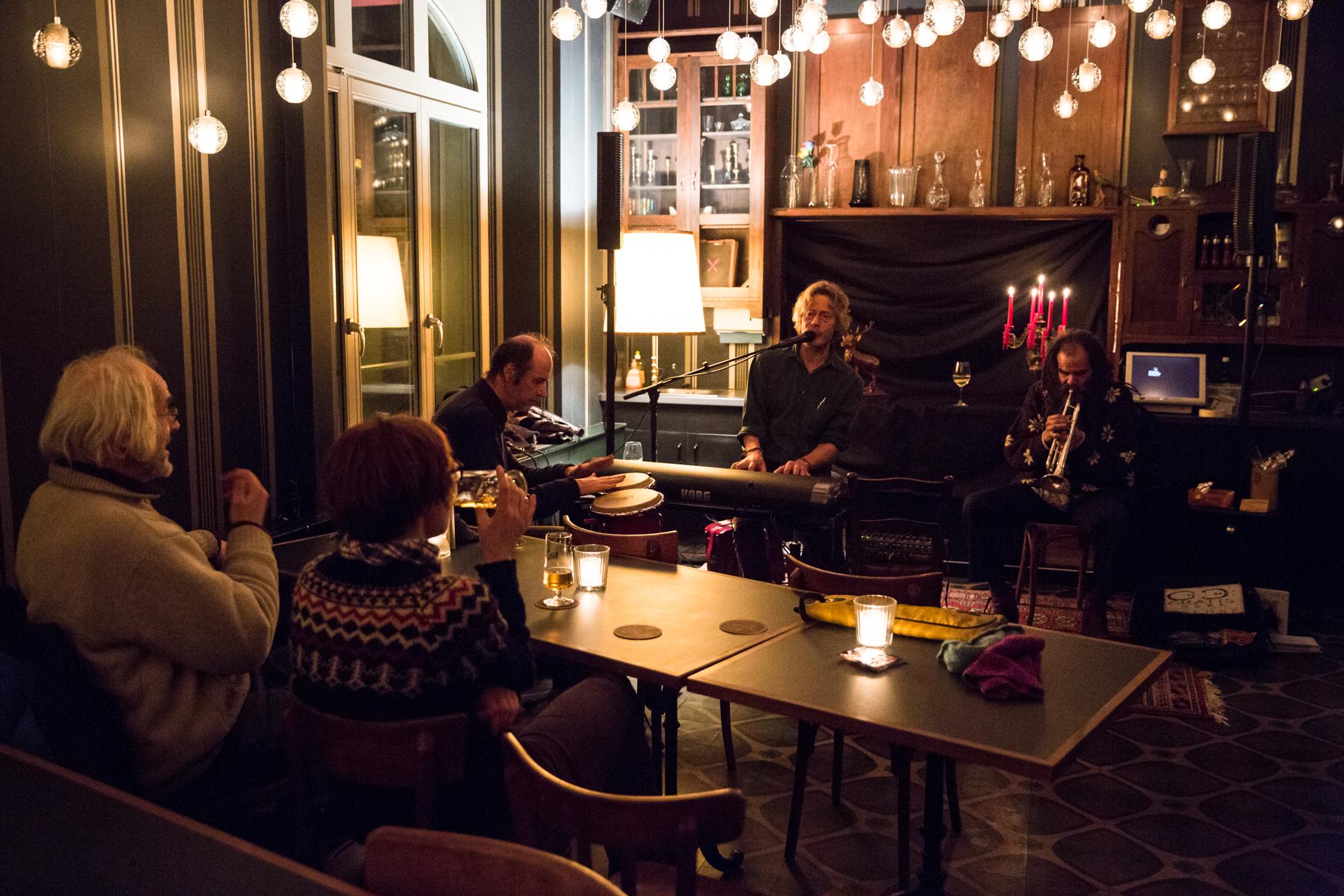 Ob chic oder schräg, hip oder kult: Basler Bars setzen auf Bands, Eintritt frei mit Kollekte.
