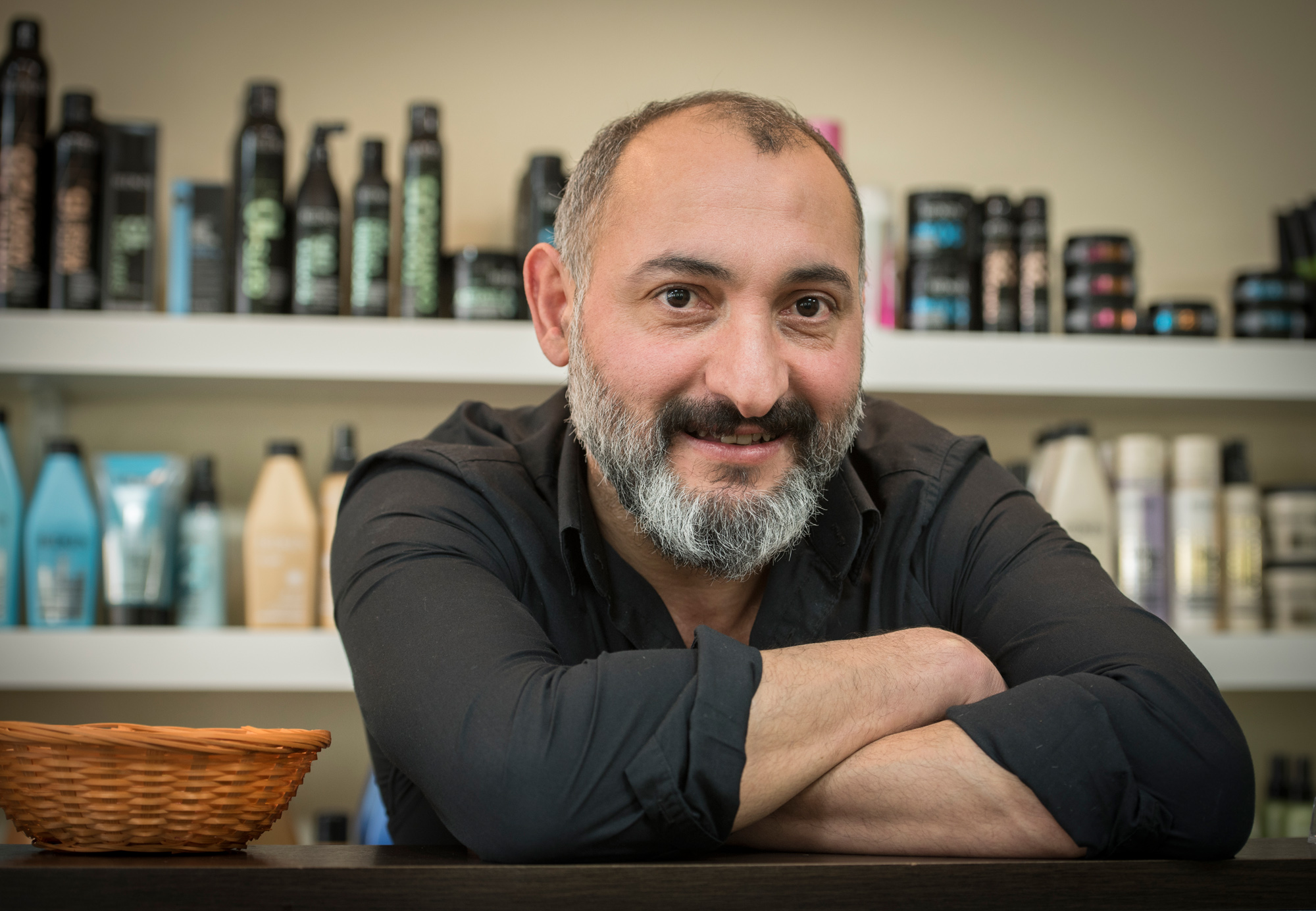 Coiffeur Metin Ulucan in seinem Laden «Hair Design Angel».