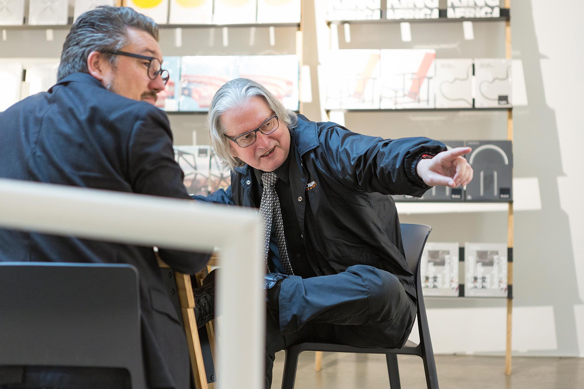Bruce Sterling spricht im TagesWoche-Interview über die Bedeutung eines der ausgestellten «intelligenten» Objekte.
