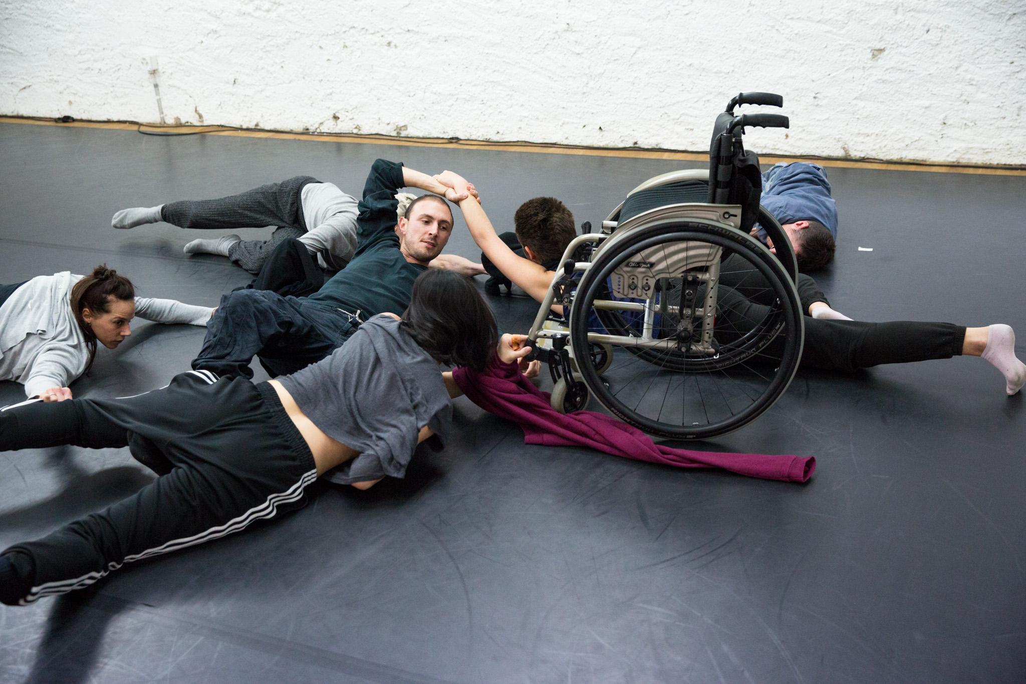 Der italienische Tänzer und Choreograf Alessandro Schiattarella bei den Proben im Roxy Theater.