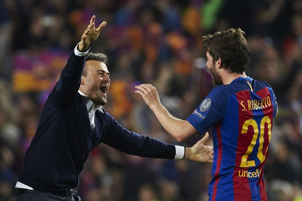 epa05837543 FC Barcelona's coach Luis Enrique (L) nad defender Sergi Roberto jubilate the victory after the UEFA Champions League second leg round of 16 match between FC Barcelona and Paris Saint-Germain at Camp Nou stadium in Barcelona, Catalonia, Spain, 08 March 2017. EPA/ALEJANDRO GARCIA