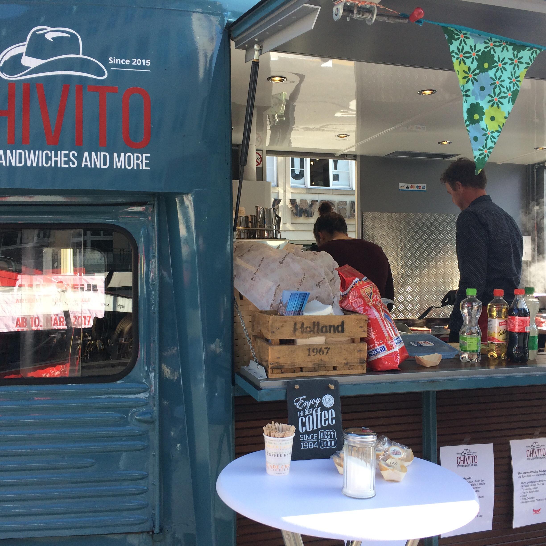 Neuer Stand Nummer zwei: Der Foodtruck «Chivito» bietet das volle Programm vom Steak-Sandwich mit oder ohne Pommes bis zum Kaffee danach.