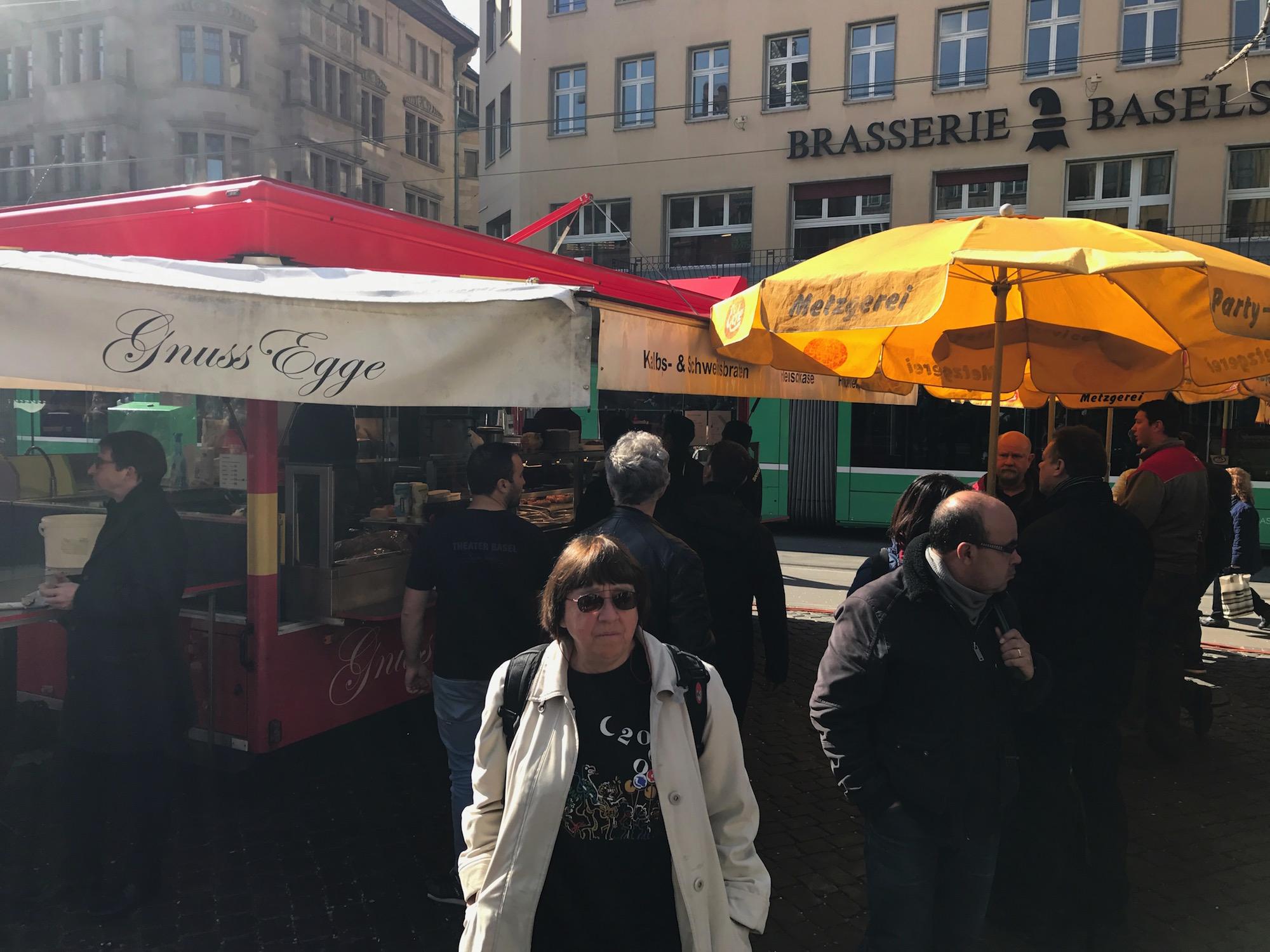 Beim «Eiche»-Stand herrscht nach wie vor ordentlich Betrieb, auch wenn die Auswahl für hungrige Marktplatz-Besucher grösser geworden ist.