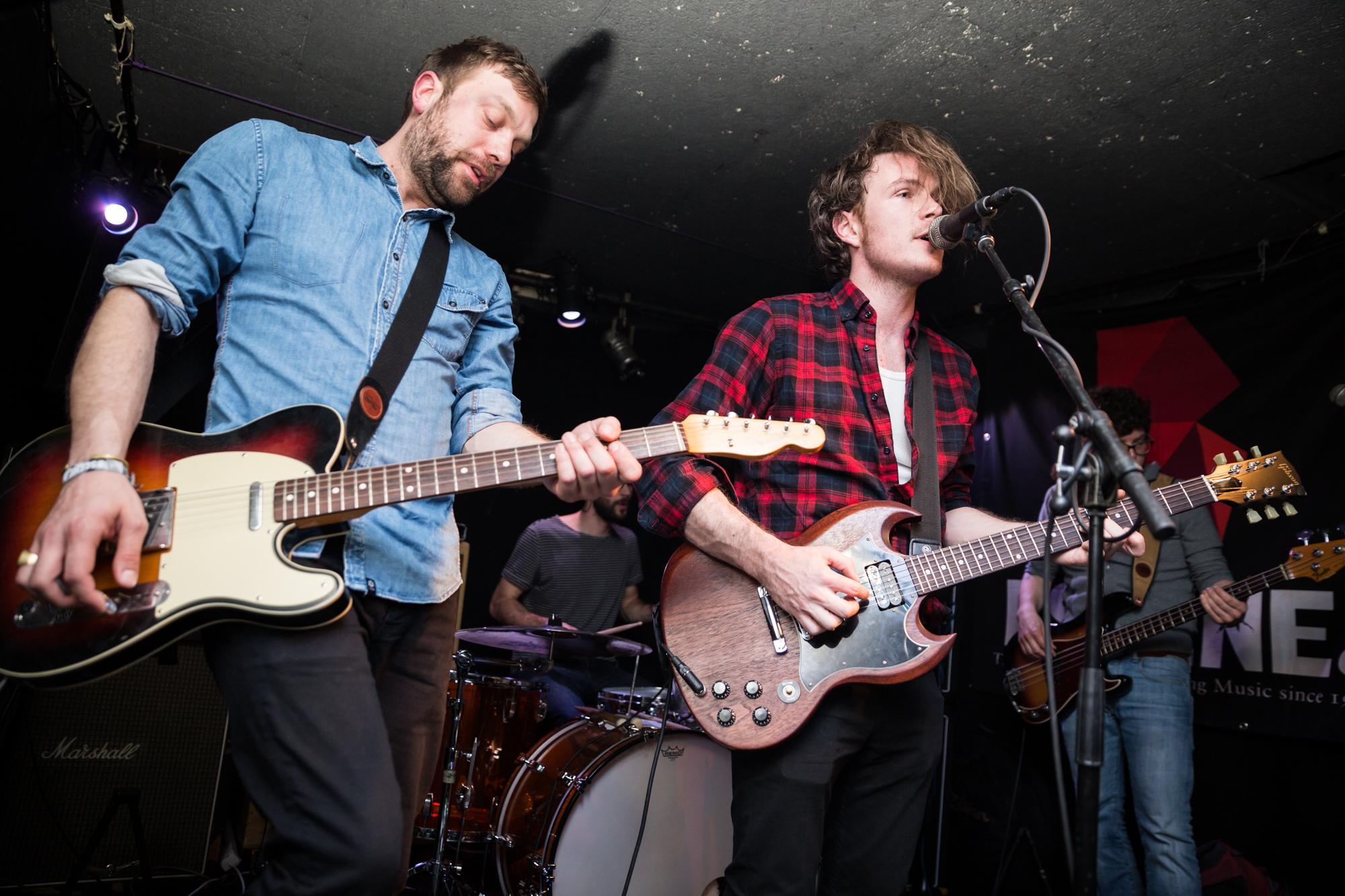 Cloudride ersetzen gemeinsam den abgewanderten Gitarristen und lassen auch zu viert schwelgen.