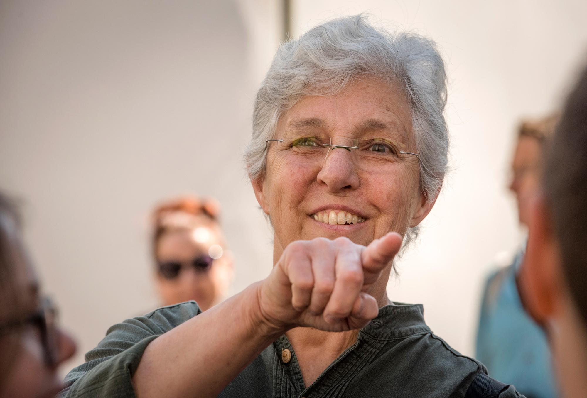 Mehr Teacher als Märchentante - JeanneDarling bringt Kinder von nah und fern Basler näher.