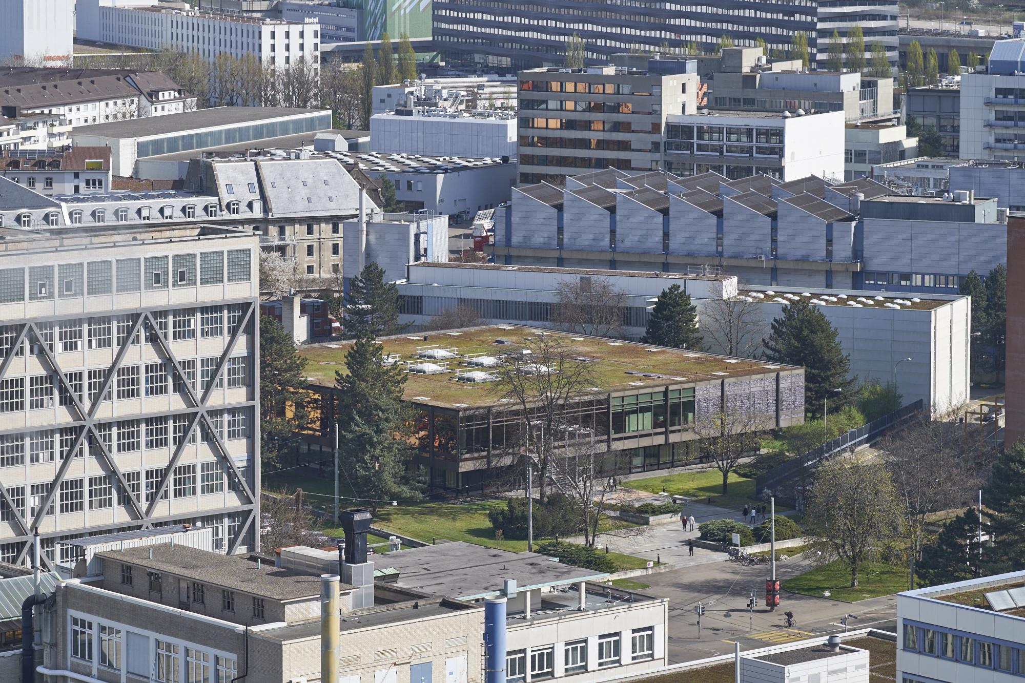 Blick vom Novartis-Hochhaus auf das Areal.