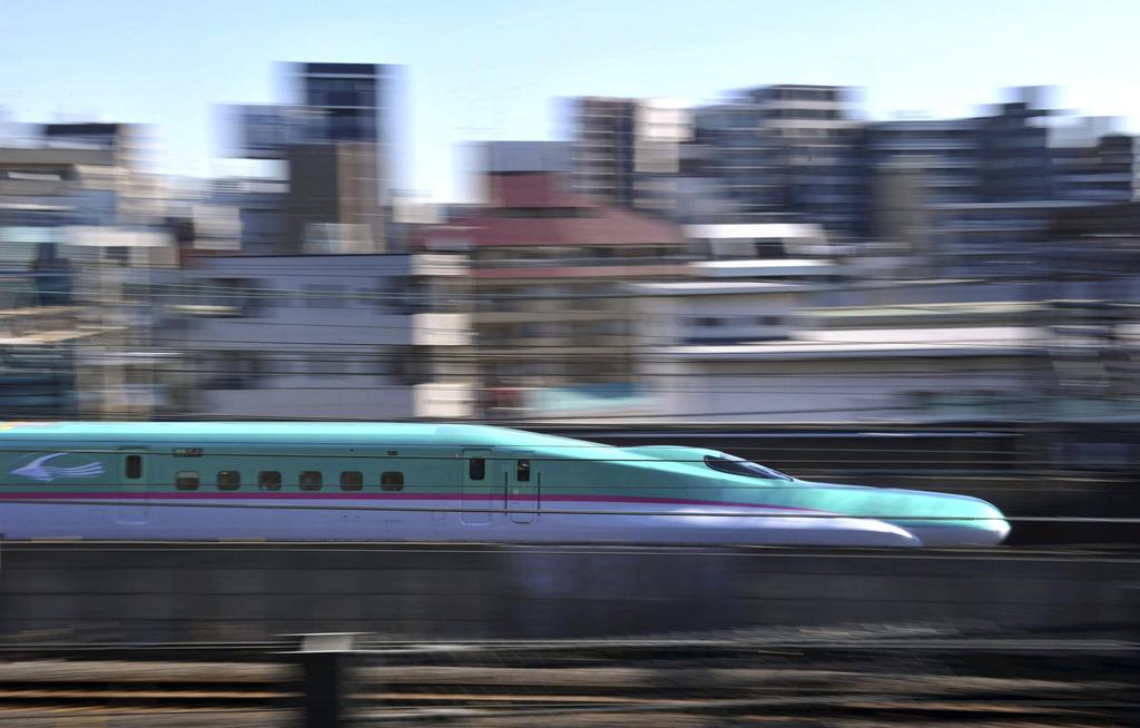 Der Shinkansen-Zug «Hayabusa» am Tag seiner Jungfernfahrt in Tokio am 5. März 2011. (Symbolbild)