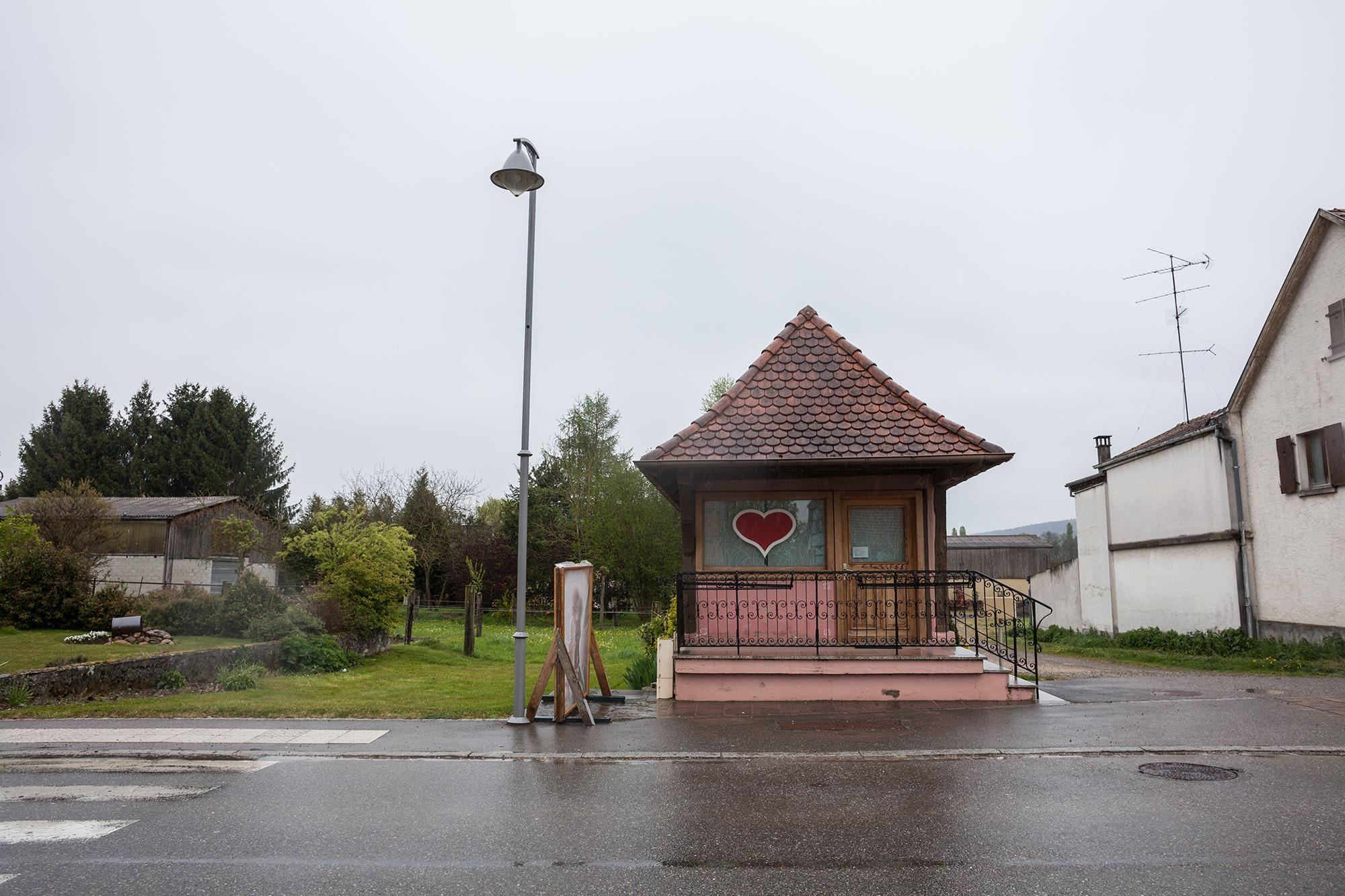...handelt es sich um das Musée d'Amoureux, das vielleicht kleinste Museum Frankreichs. Es geht, unschwer zu sehen, um die Liebe.