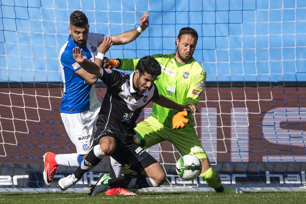Mirko Salvi im Tor und Eray Cümart (Mitte) wehren sich erfolgreich gegen Munas Dabbur. Der 1:0-Sieg gegen die Grasshoppers ist der letzte von zuletzt fünf Erfolgen in Serie.