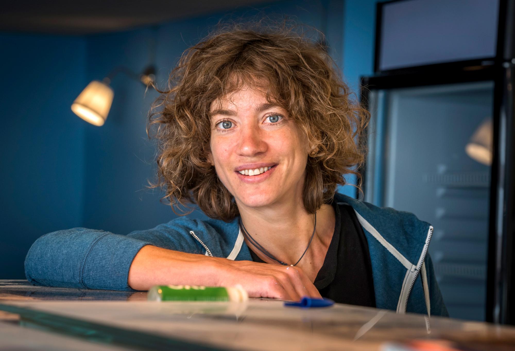 Rika Schneider reist von Stadt zu Stadt und bringt neue Äss-Bar-Filialen zum Laufen.