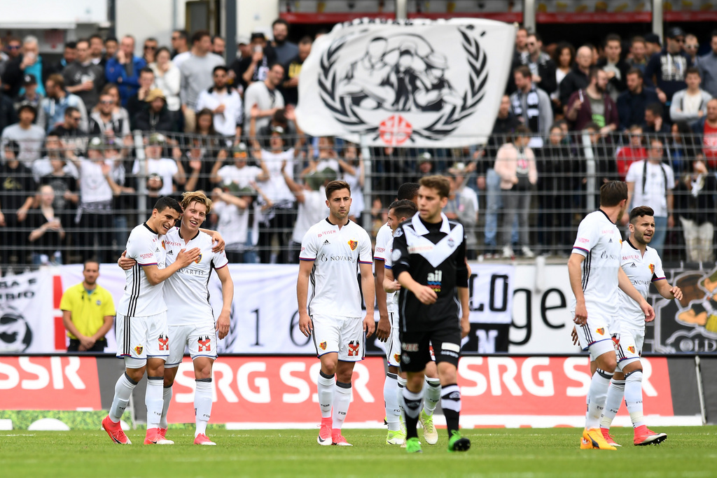 Basel's player Alexander Fransson, left, celebrates with team mates the 0-1 goal during the Super League soccer match FC Lugano against FC Basel, at the Cornaredo stadium in Lugano, Sunday, May 7, 2017. (KEYSTONE/Ti-Press/Gabriele Putzu)