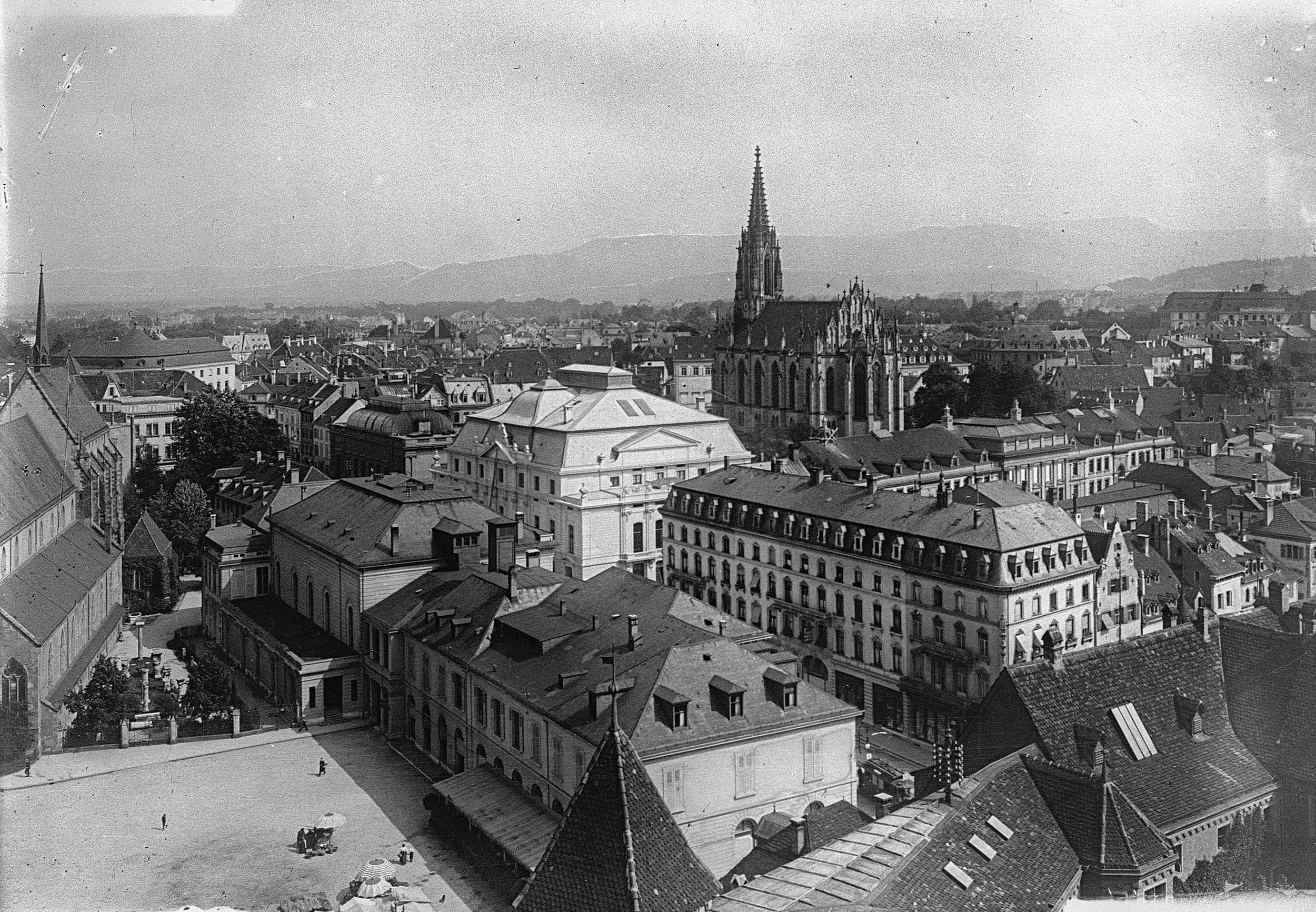 Die edle Basler Kulturmeile mit Stadthteater, Kunsthalle und dem Stadtcasino mit dem Musiksaal.