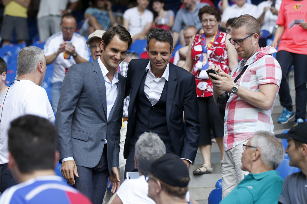 Swiss tennis player Roger Federer, left, and Basel's president Bernhard Heusler, right, pose for a picture for the fans prior to the Swiss Cup final soccer match between FC Basel and FC Sion at the St. Jakob-Park stadium in Basel, Switzerland, Sunday, June 7, 2015. (KEYSTONE/Peter Klaunzer)