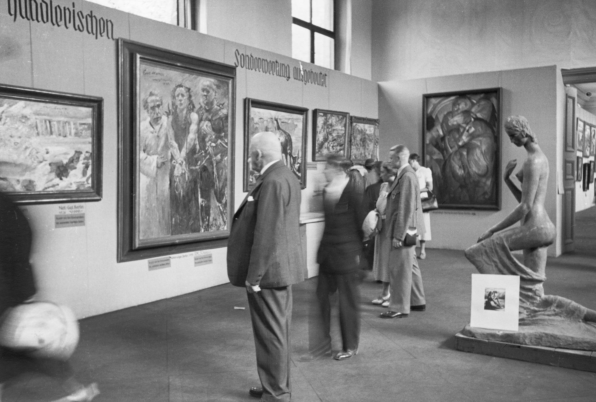 Lovis Corinths «Ecce Homo» an der Ausstellung «Entartete Kunst» 1937 in München bevor es 1939 nach BAsel verkauft wurde.