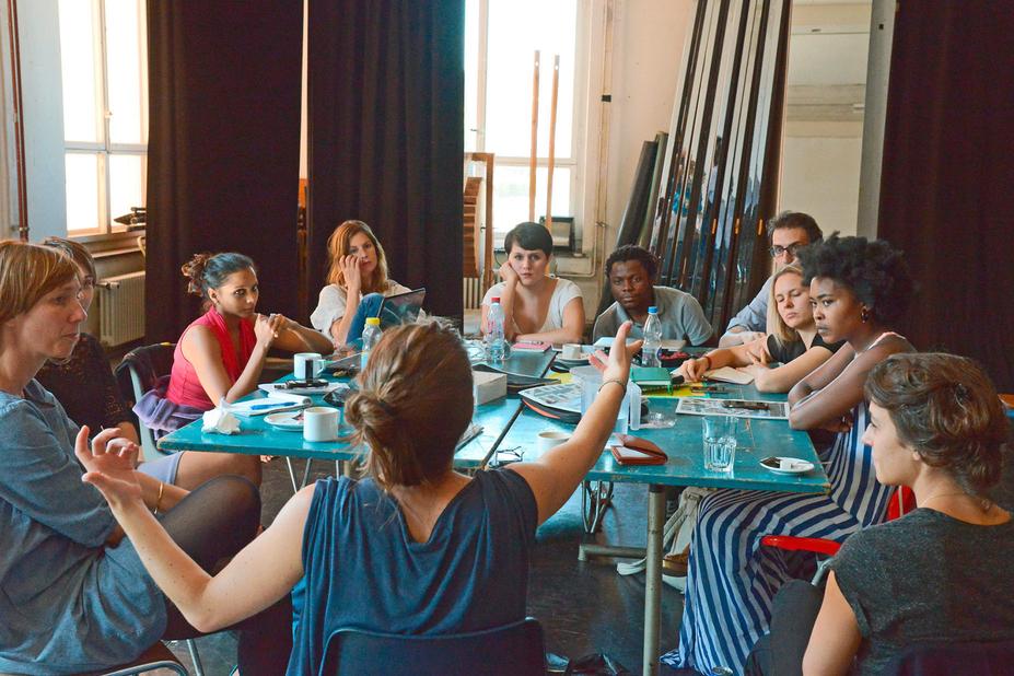 «watch & talk» soll Theaterschaffende vom Produktionsdruck befreien und dazu bewegen, gemeinsam Produktionen anzusehen und sich darüber auszutauschen – wie hier beim Theaterspektakel Zürich.