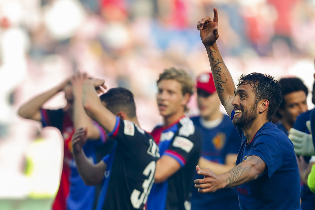 Basel's midfielder Matias Delgado of Argentina, right, celebrates his team's victory after the Swiss Cup final soccer match between FC Basel 1893 and FC Sion at the stade de Geneve stadium, in Geneva, Switzerland, Thursday, May 25, 2017. (KEYSTONE/Valentin Flauraud)