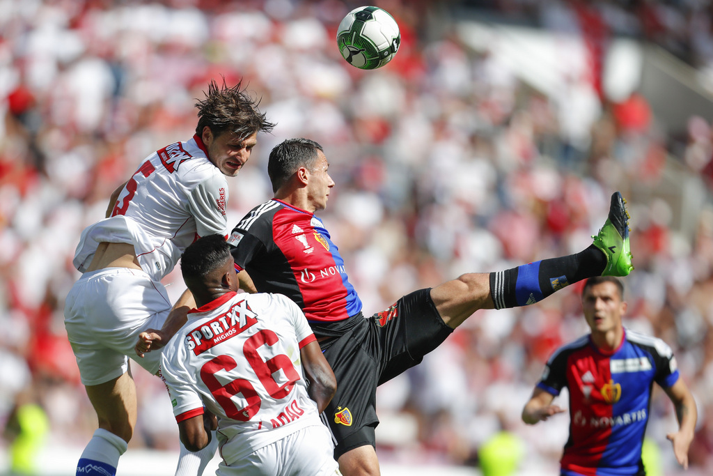 Basel's defender Marek Suchy of Czech Republic, right, fights for the ball with Sion's midfielder Veroljub Salatic, left, and midfielder Joaquim Adao during the Swiss Cup final soccer match between FC Basel 1893 and FC Sion at the stade de Geneve stadium, in Geneva, Switzerland, Thursday, May 25, 2017. (KEYSTONE/Valentin Flauraud)