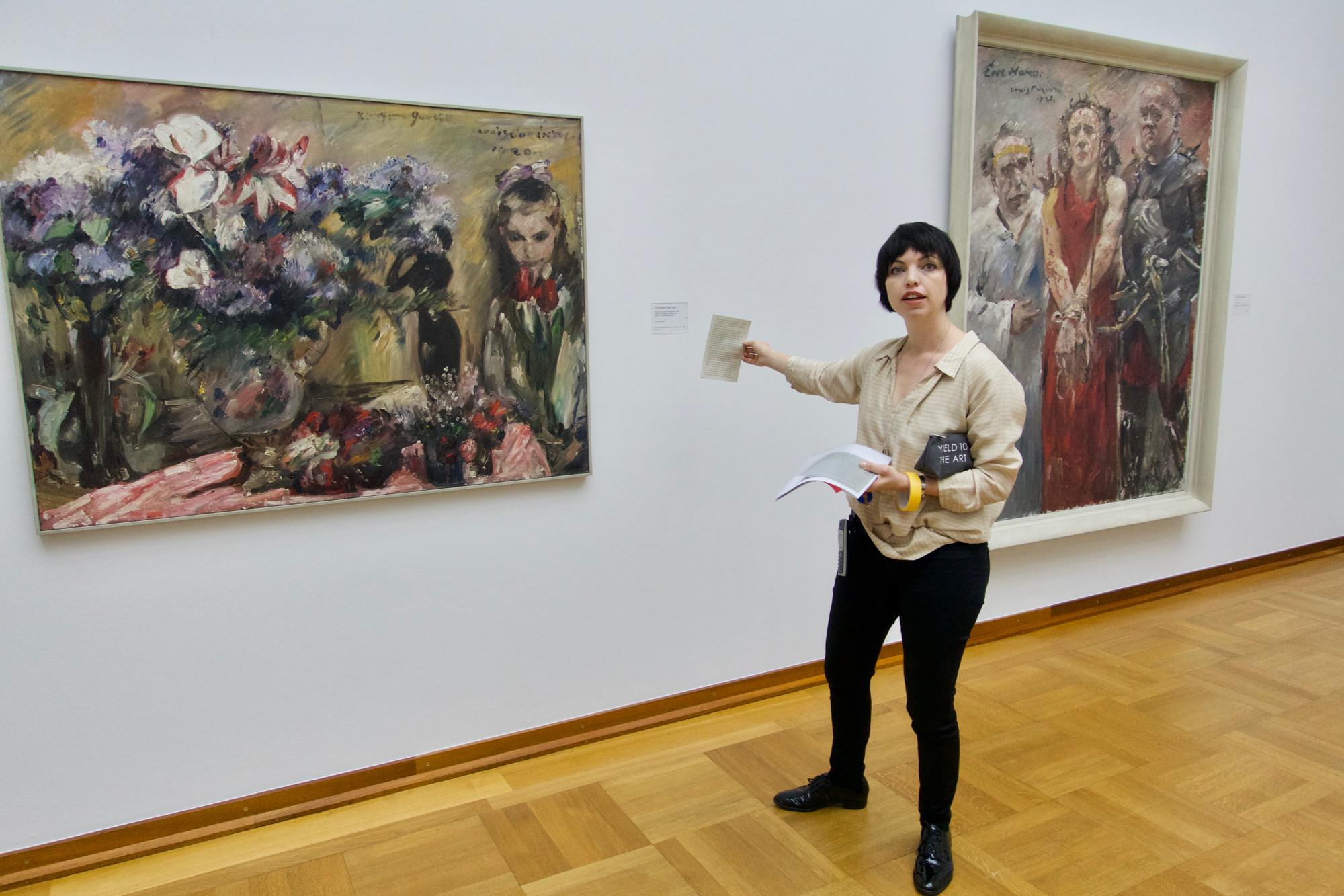 Kuratorin Eva Reifert vor den einst «entarteten» Werken von Lovis Corinth.