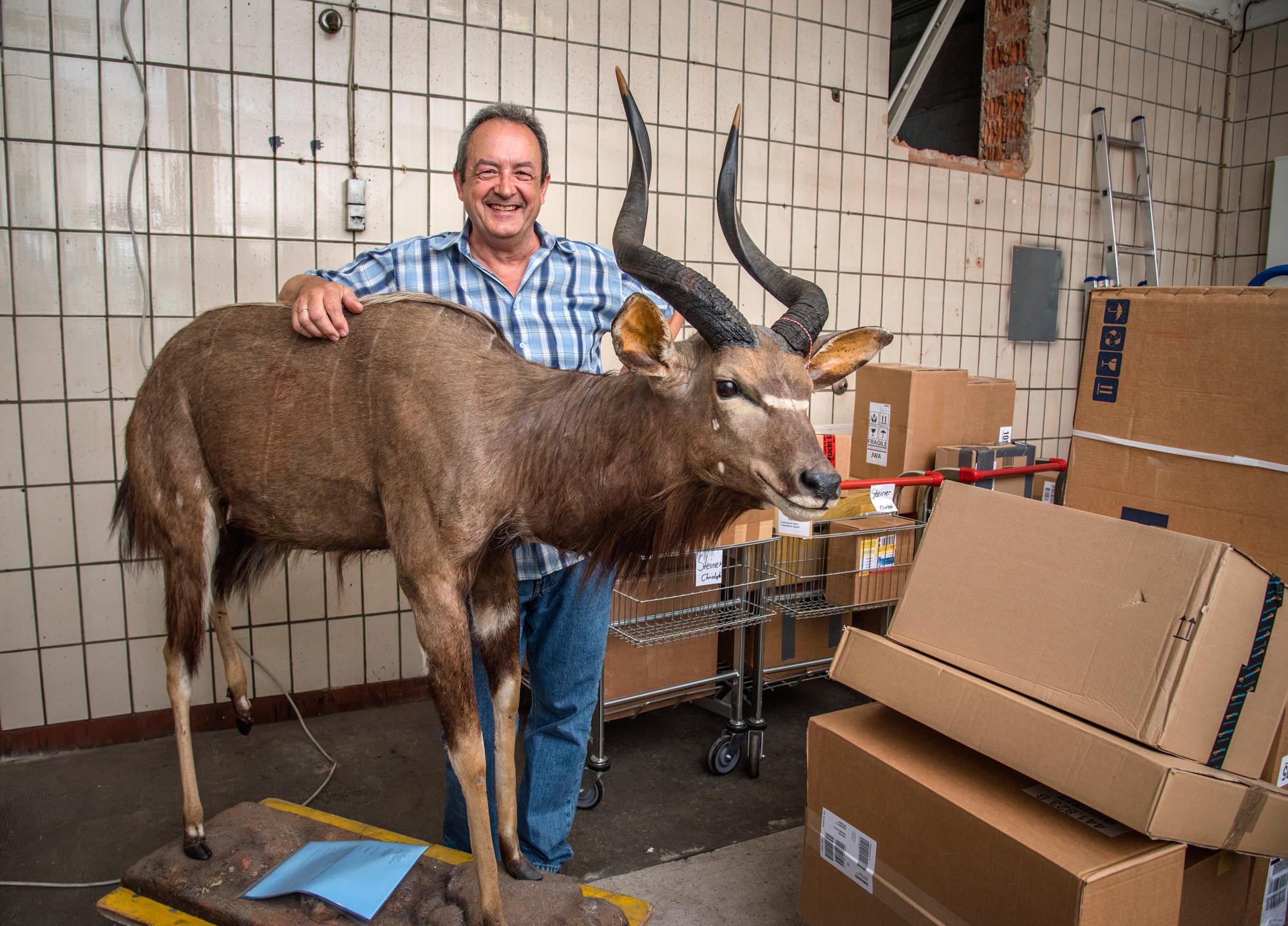 Edgar Geiger nimmt Pakete mit bis zu 1,6 Tonnen Gewicht an.
