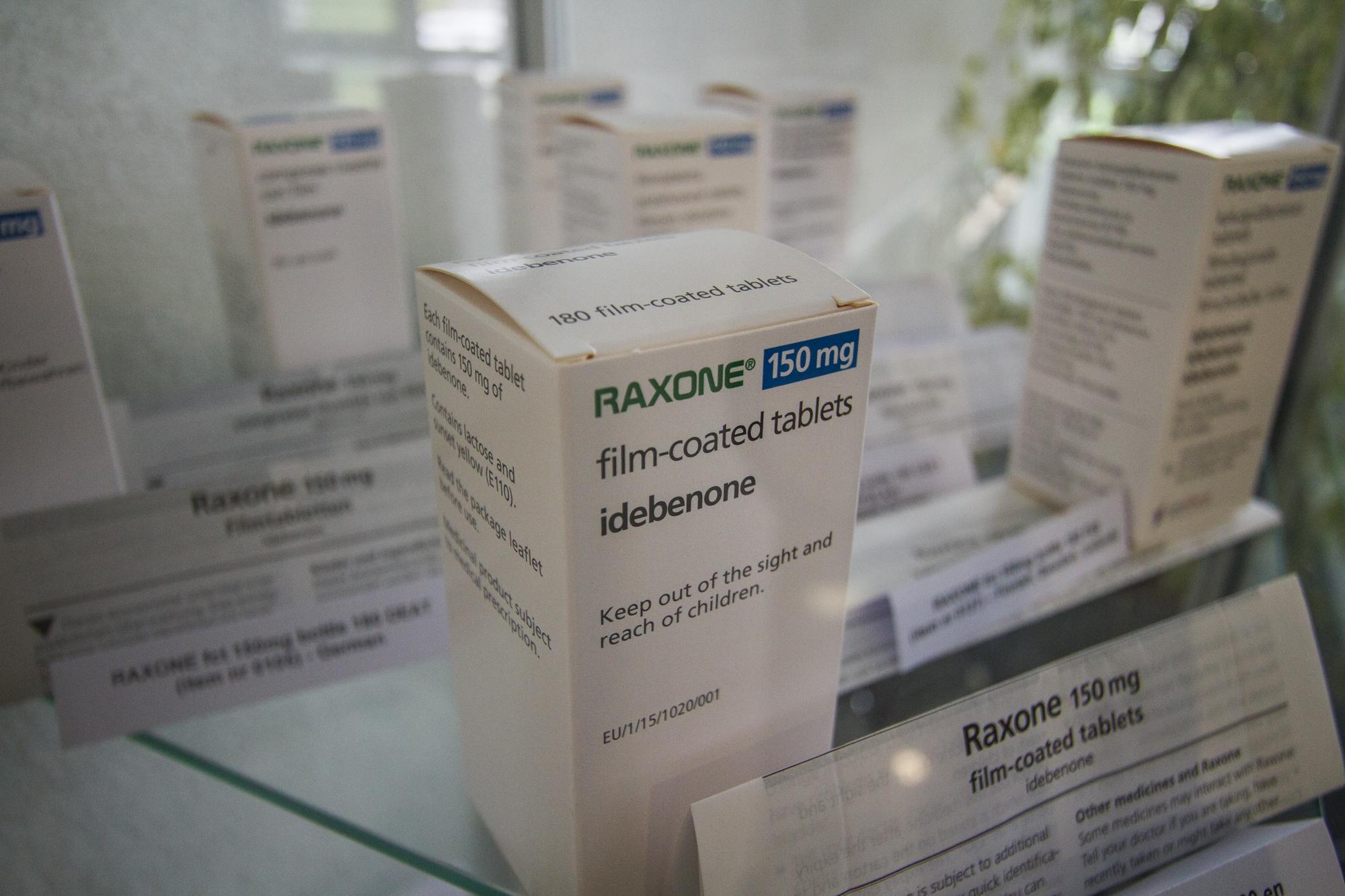 In dieser Vitrine stehen rund 30'000 Franken in Form von Medikamenten.