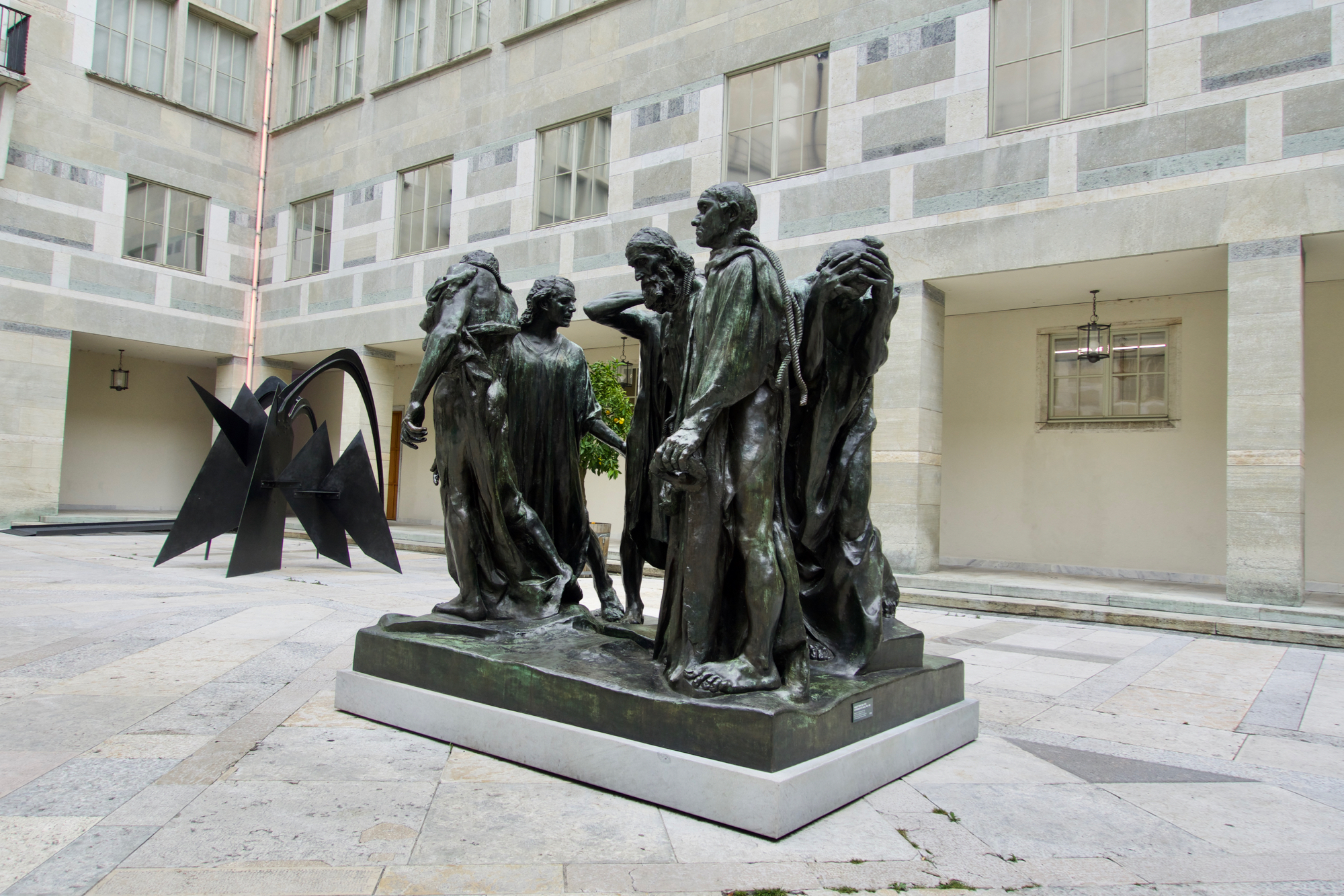 Alte Bekannte am gewohnten Ort: Rodins «Die Bürger von Calais» im Hof des Kunstmuseum-Hauptbaus.