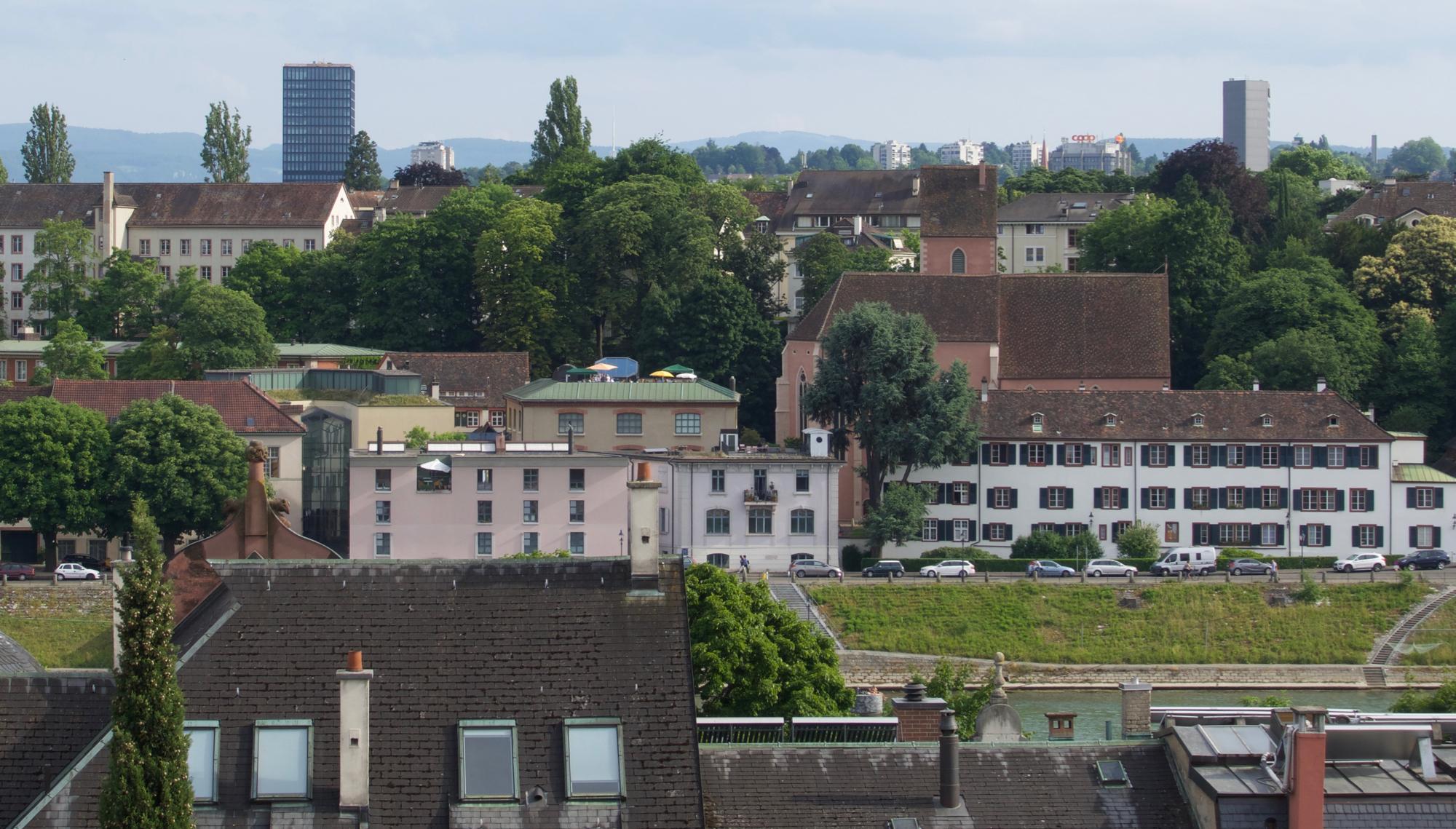 Blick von der Messedachbar (Liste) rüber auf die Museumsdachbar (Kunstmuseum Basel – Gegenwart).