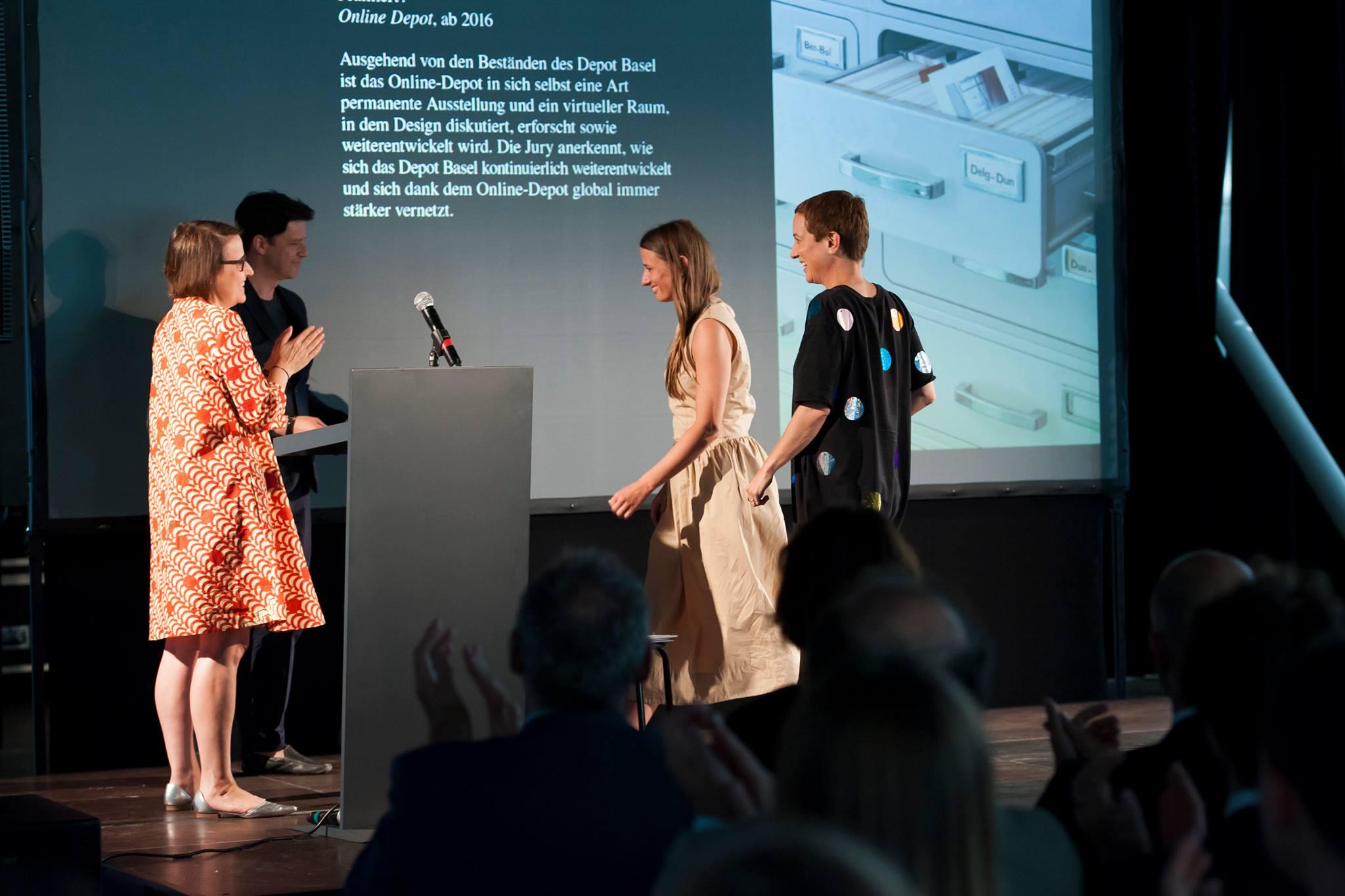 «Depot»-Leiterinnen Matylda Krzykowski und Rebekka Kiesewetter bei der Verleihung des Swiss Design Award.