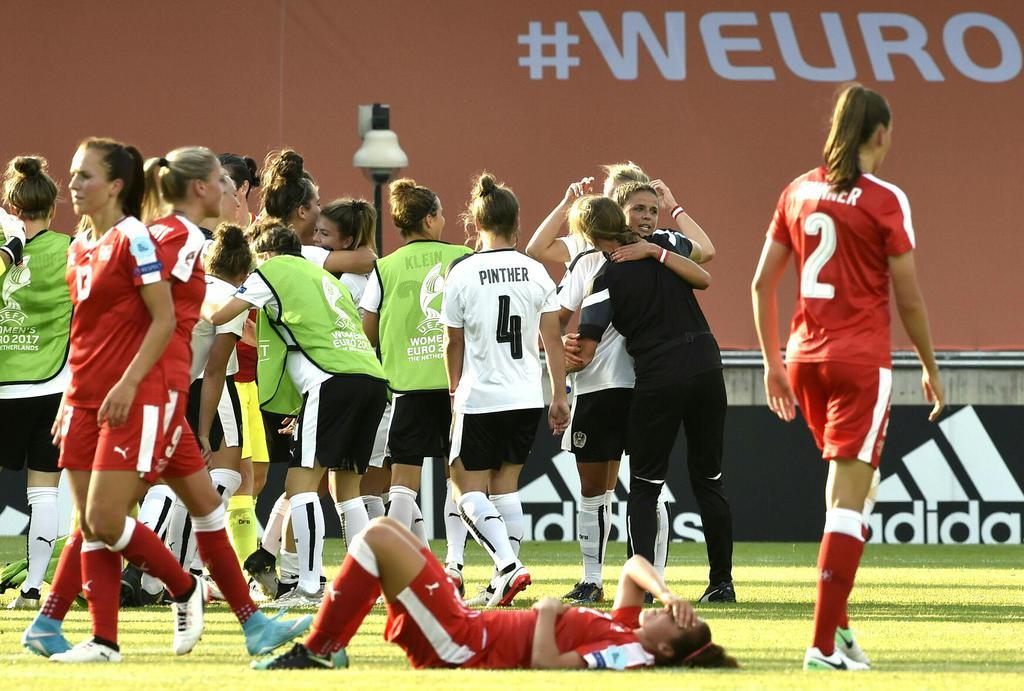 ABD0144_20170718 - DEVENTER - NIEDERLANDE: Jubel der Österreicherinnen nach der Fußball Frauen Europameisterschaftsbegegnun